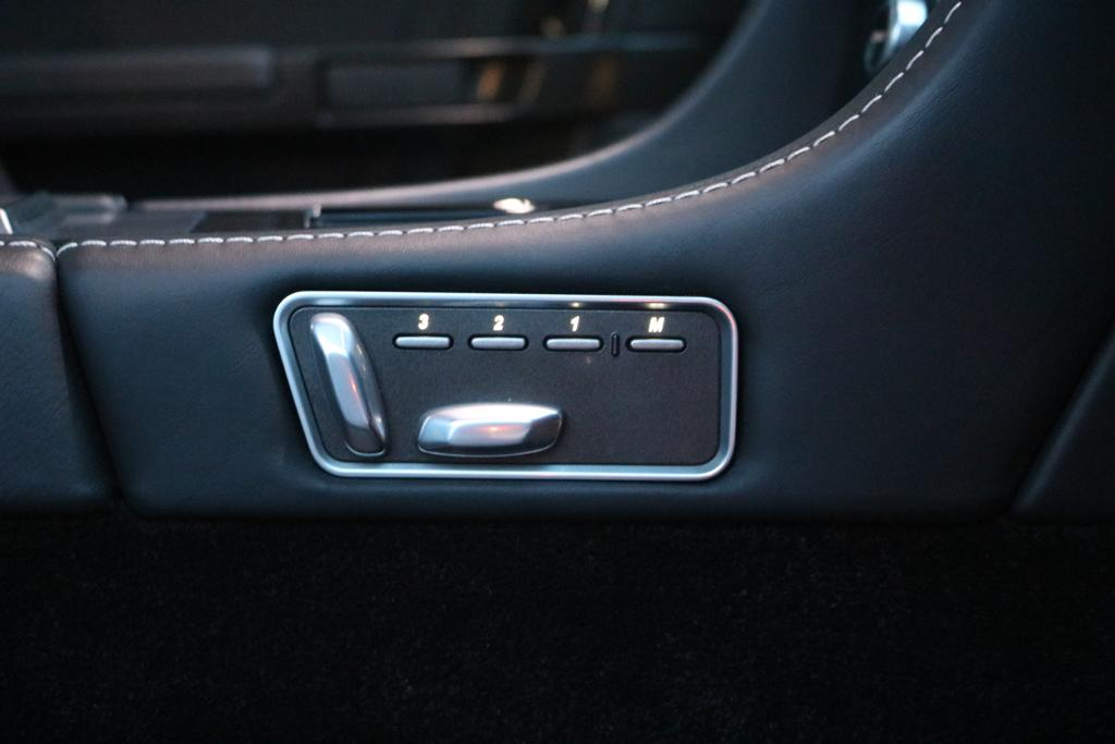 Aston Martin DBS V12 2dr Touchtronic image 12