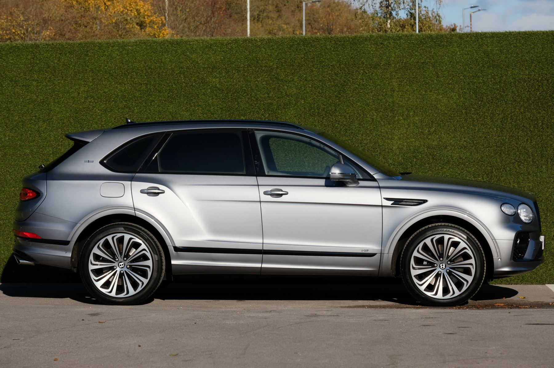 Bentley Bentayga 4.0 V8 First Edition 5dr Auto - Mulling Driving Specification image 3