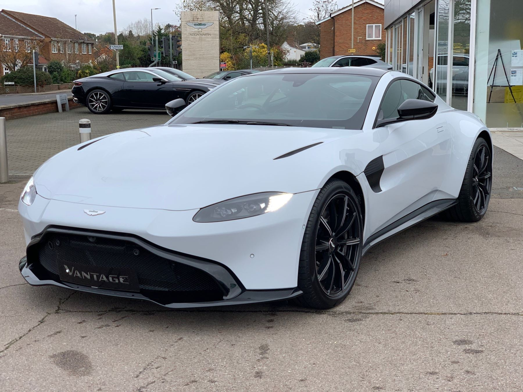 Aston Martin New Vantage White Stone  4.0 Automatic 2 door Coupe