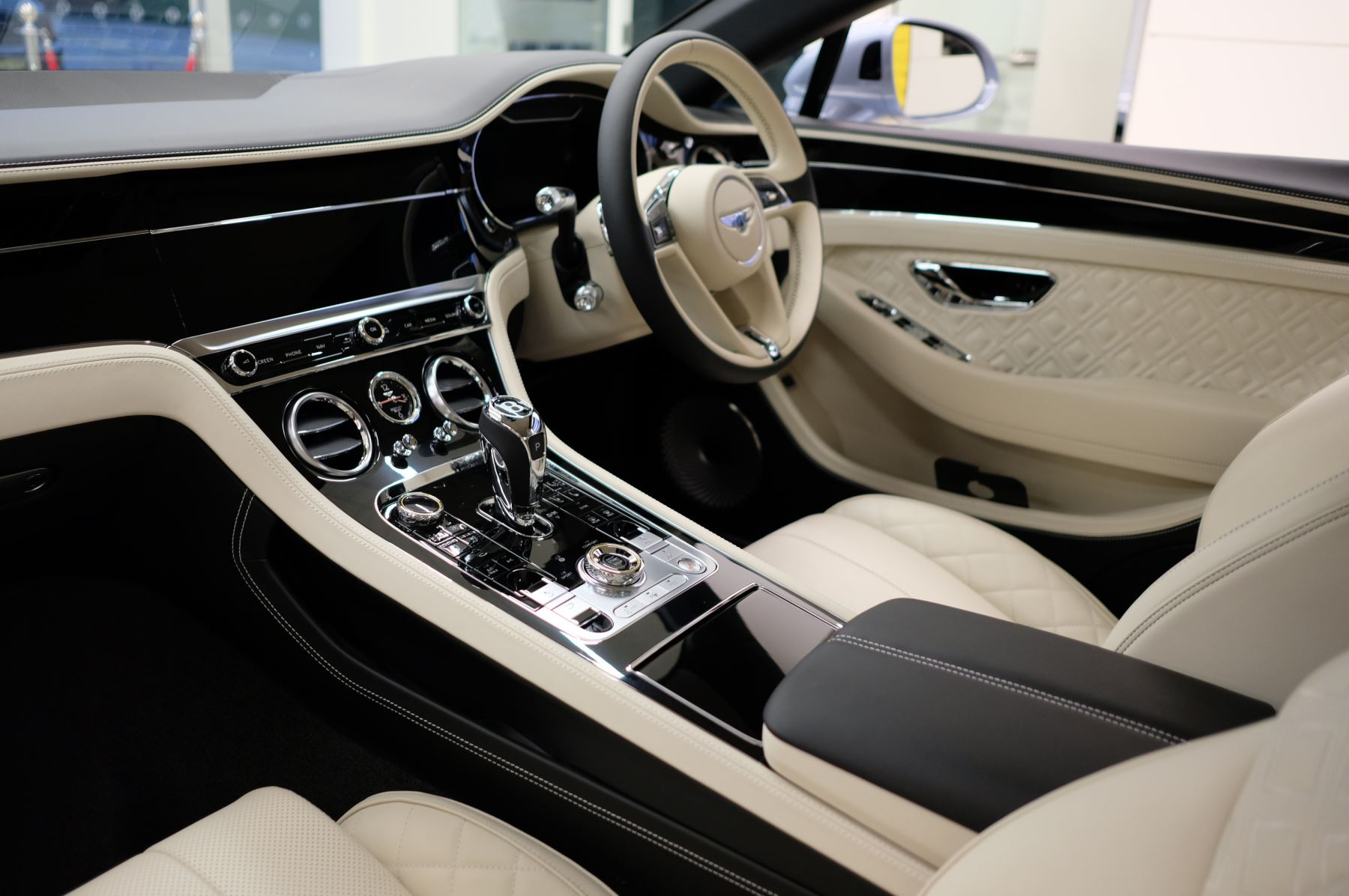 Bentley Continental GT 4.0 V8 Mulliner Driving Spec 2dr Auto [Tour Spec] image 10