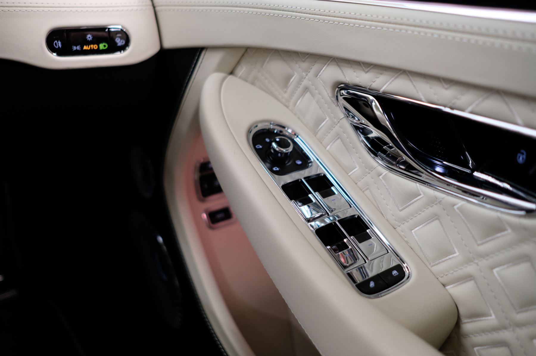 Bentley Continental GT 4.0 V8 Mulliner Driving Spec 2dr Auto [Tour Spec] image 24