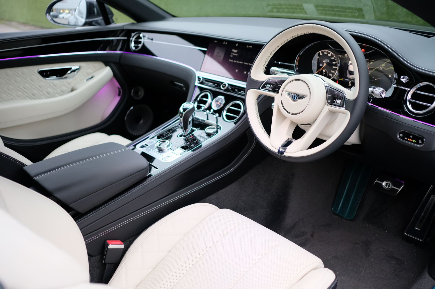 Bentley Continental GT 4.0 V8 Mulliner Driving Spec 2dr Auto [City+Tour] image 12