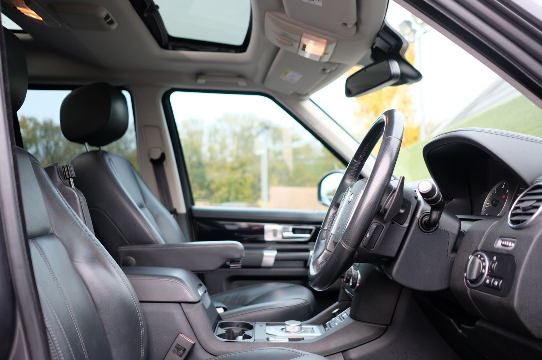 Land Rover Discovery 3.0 SDV6 HSE Luxury 5dr image 11