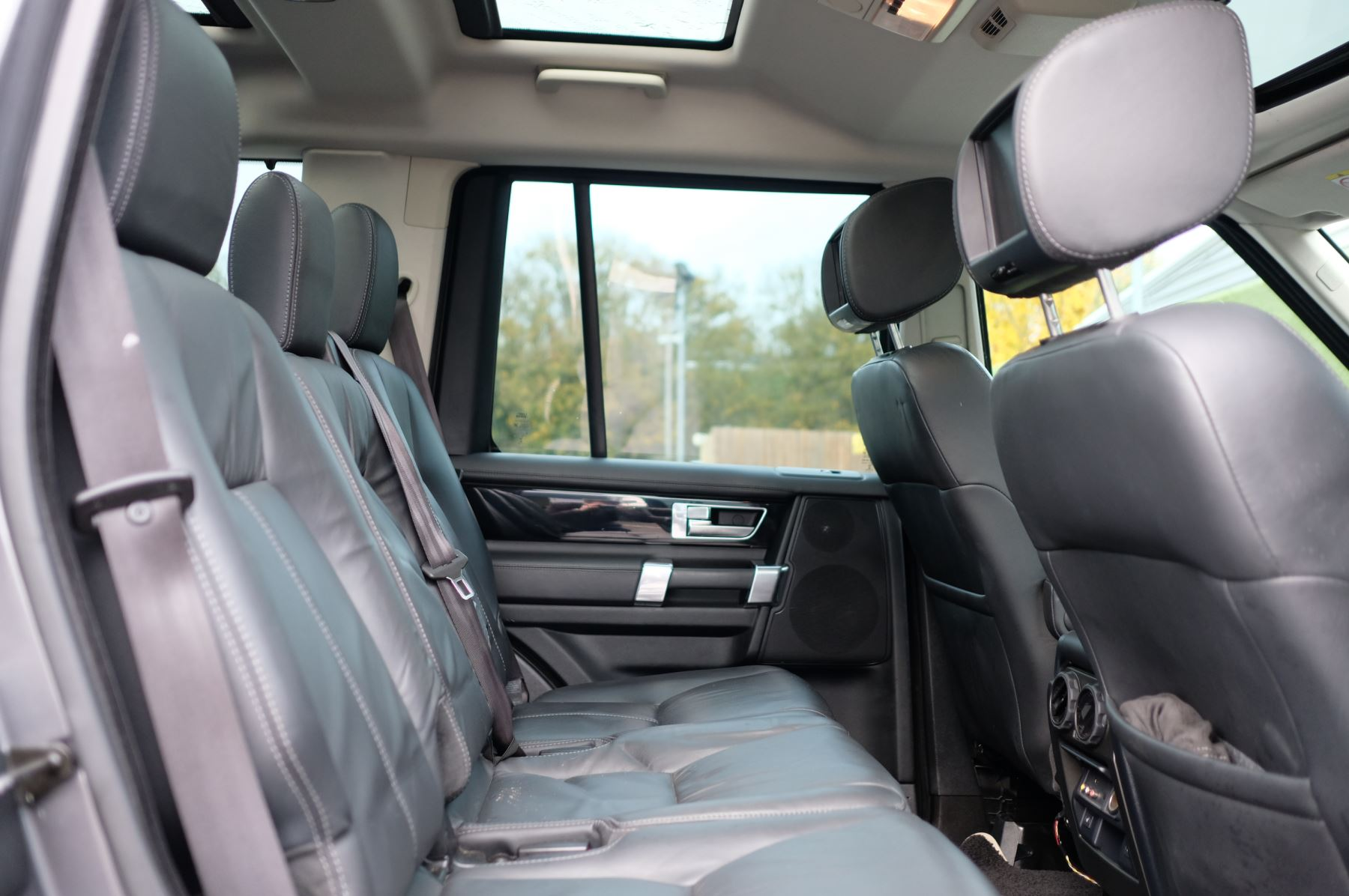Land Rover Discovery 3.0 SDV6 HSE Luxury 5dr image 13