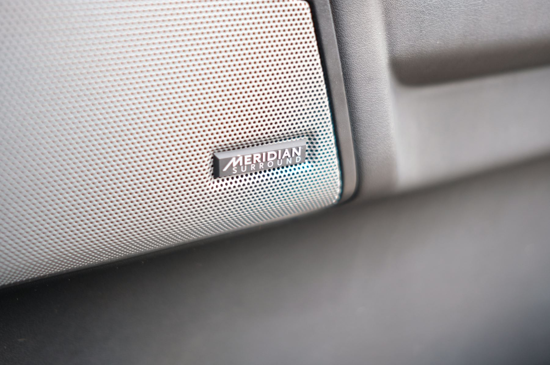 Land Rover Discovery 3.0 SDV6 HSE Luxury 5dr image 30