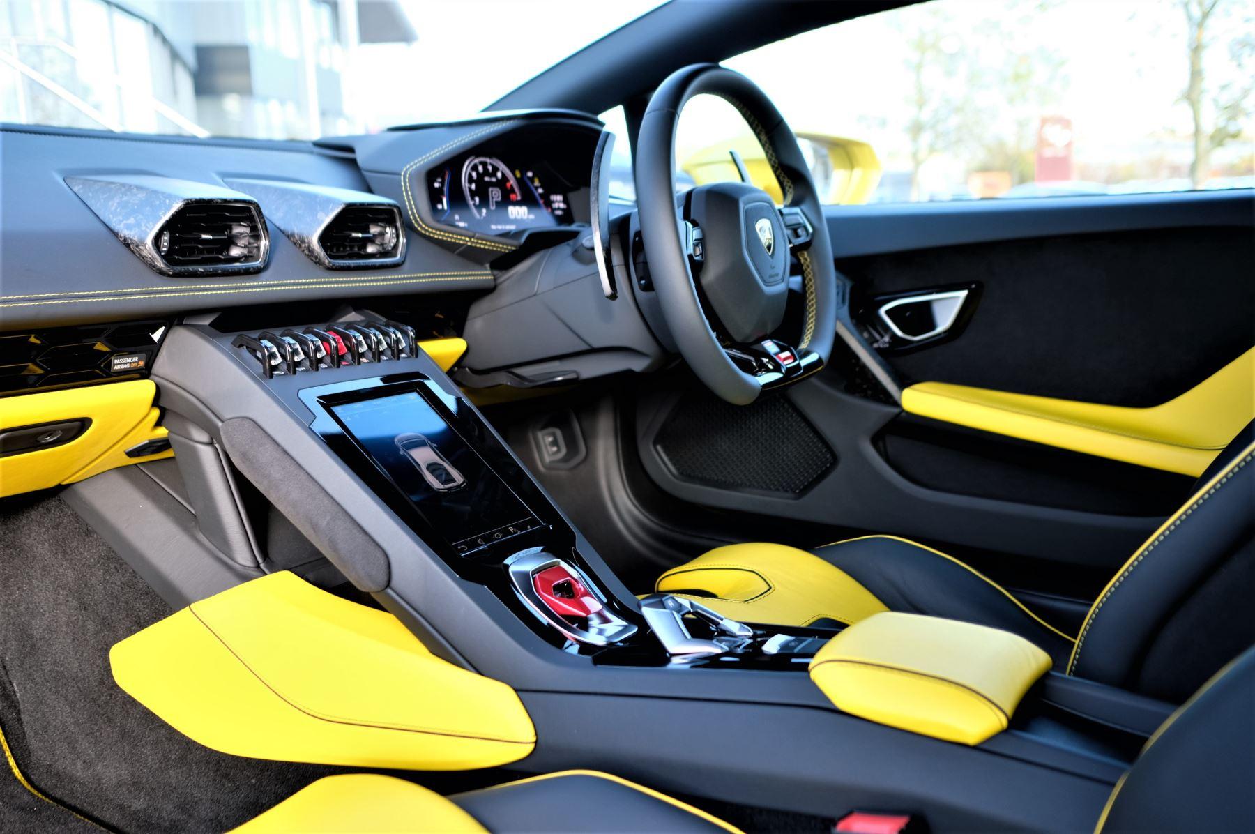 Lamborghini Huracan EVO 5.2 V10 610 2dr Auto RWD image 7