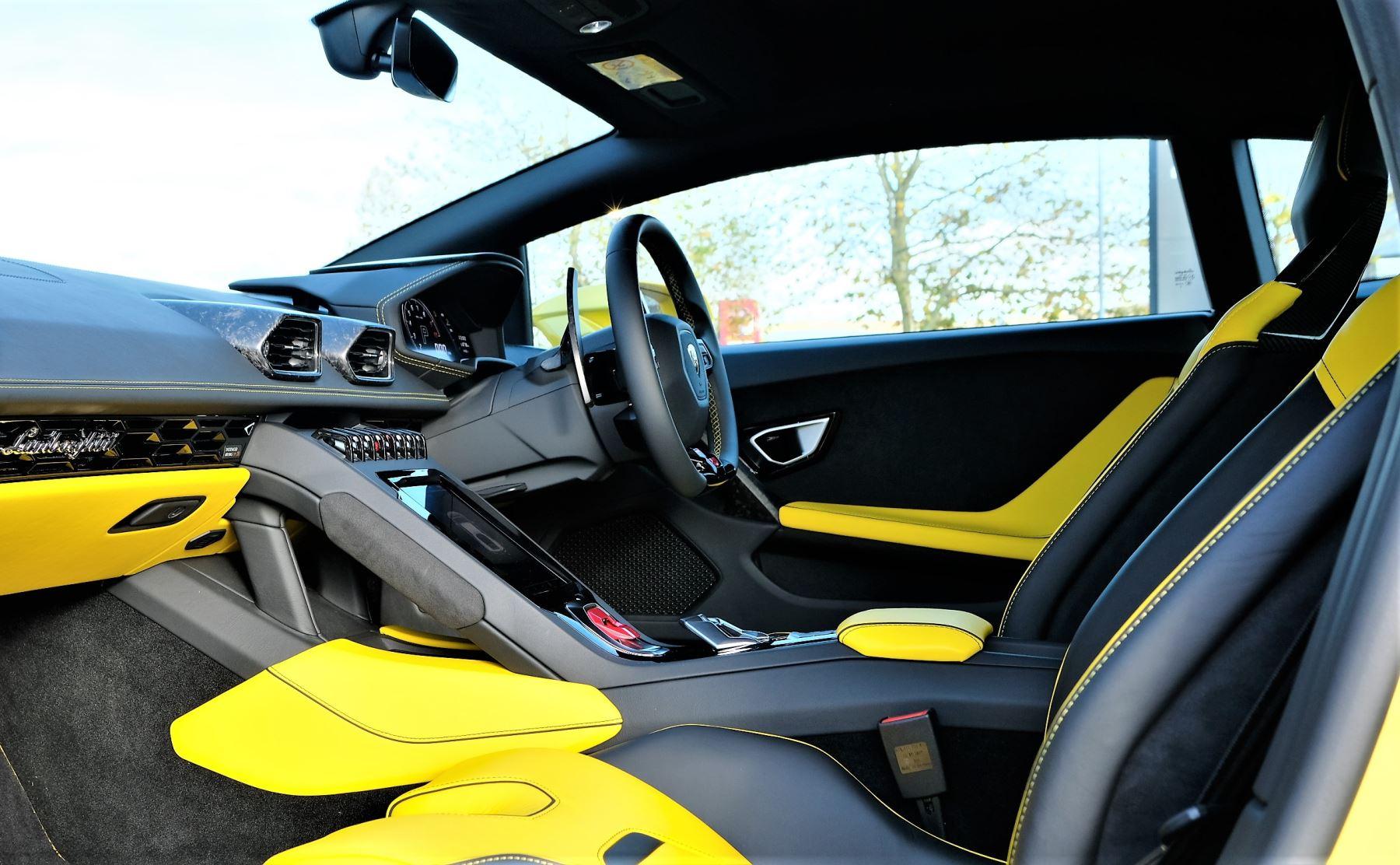 Lamborghini Huracan EVO 5.2 V10 610 2dr Auto RWD image 13