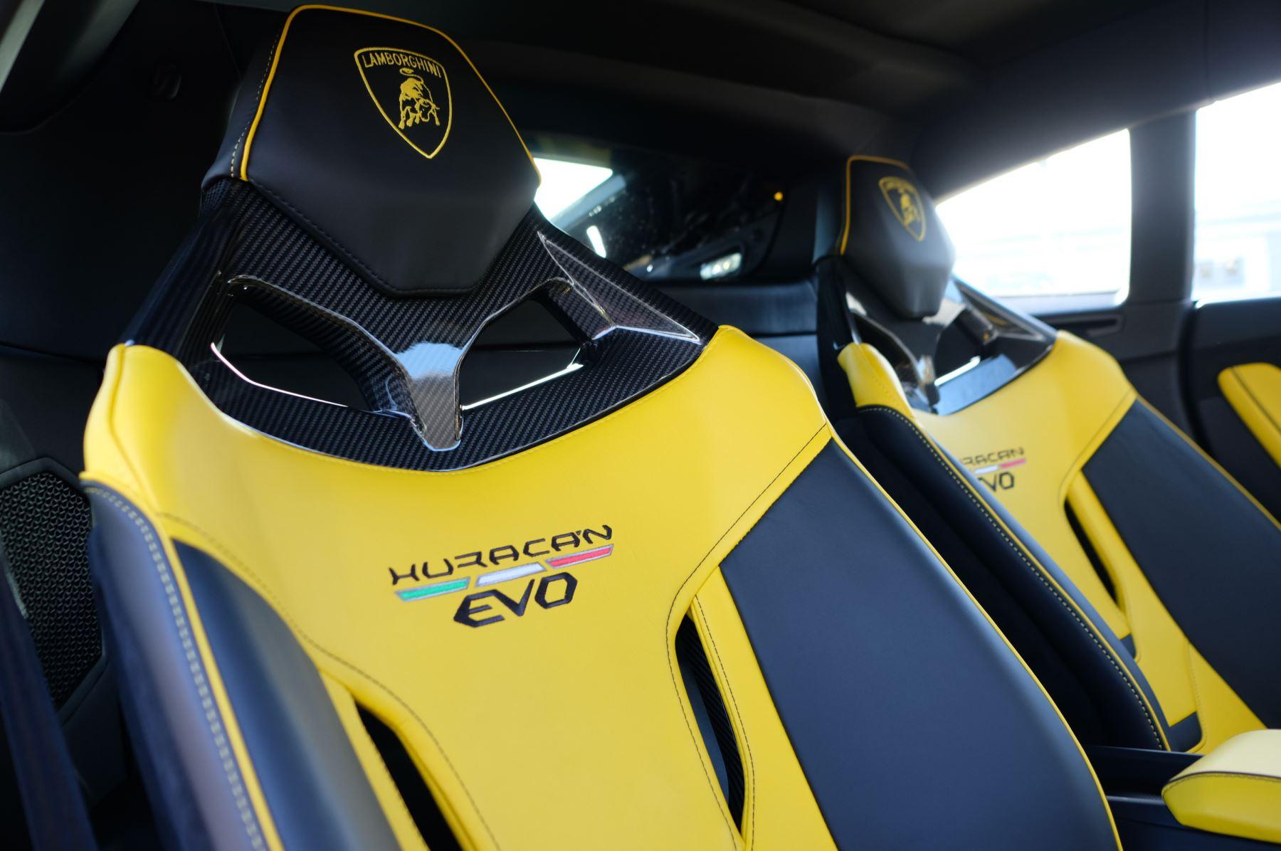 Lamborghini Huracan EVO 5.2 V10 610 2dr Auto RWD image 15