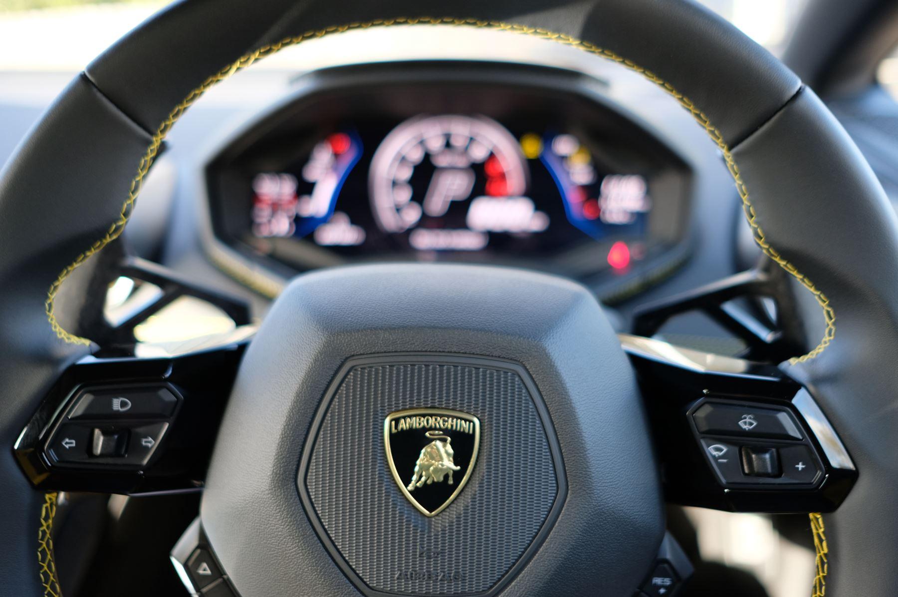 Lamborghini Huracan EVO 5.2 V10 610 2dr Auto RWD image 16