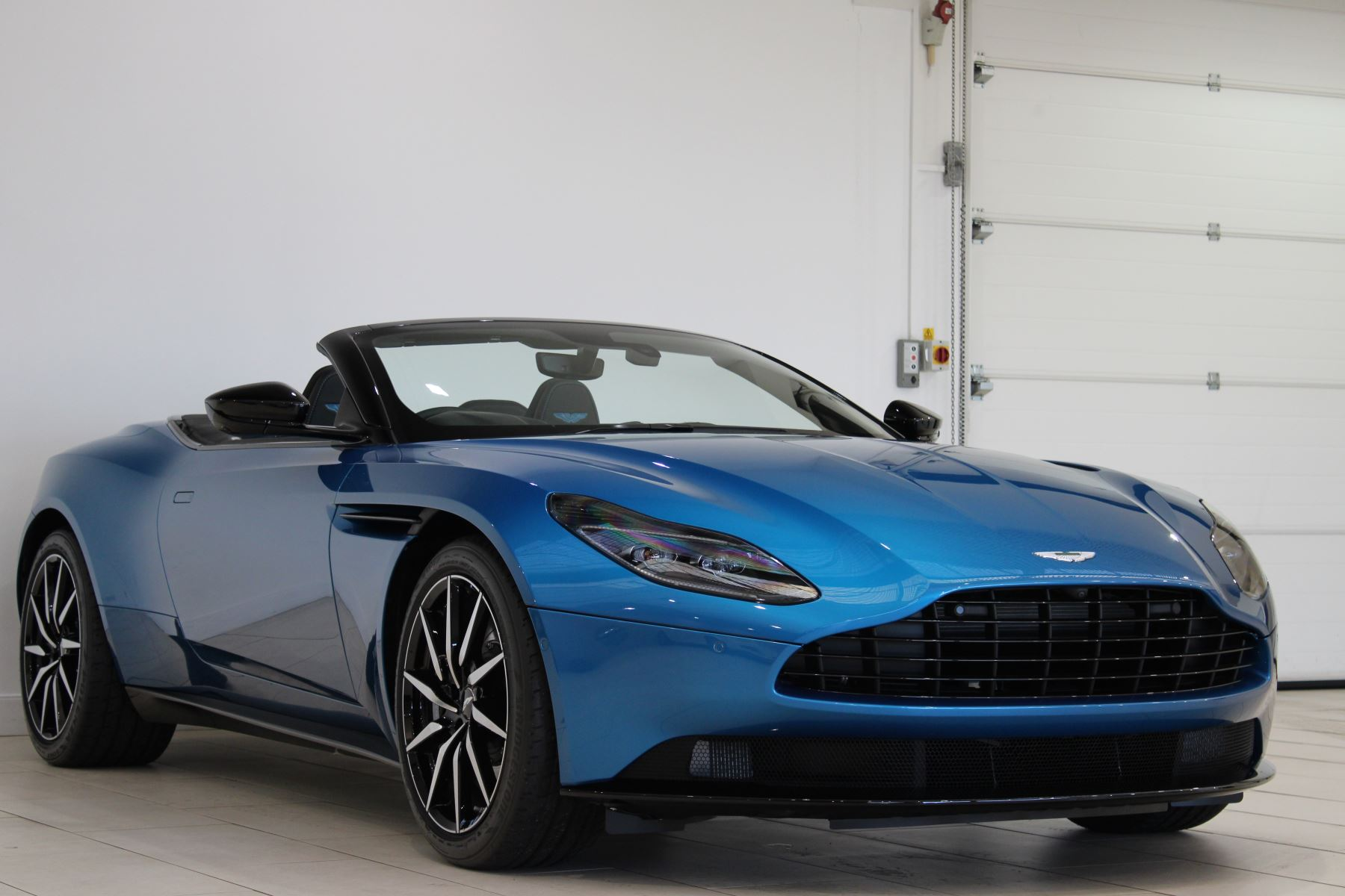 Aston Martin DB11 V8 Volante Touchtronic 4.0 Automatic 2 door Convertible (2020) image
