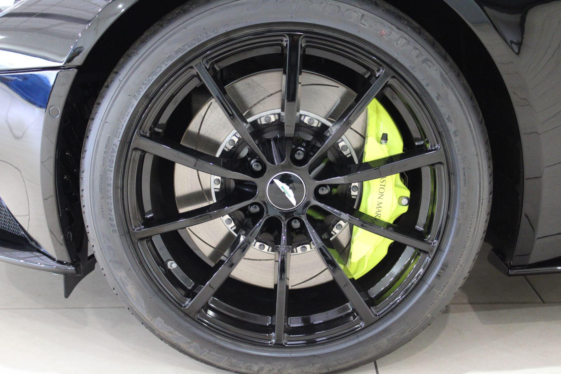 Aston Martin DB11 V12 AMR Touchtronic image 8
