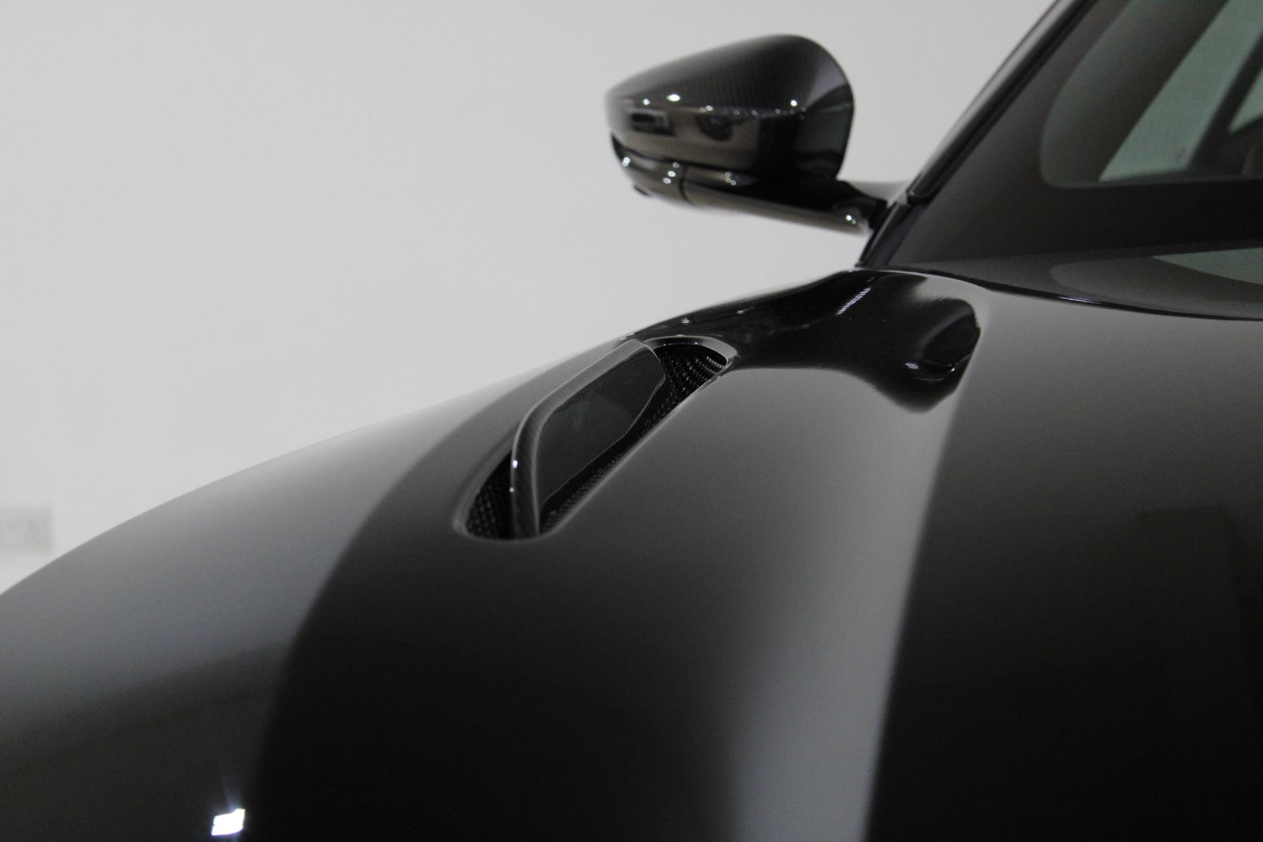 Aston Martin DB11 V12 AMR Touchtronic image 21