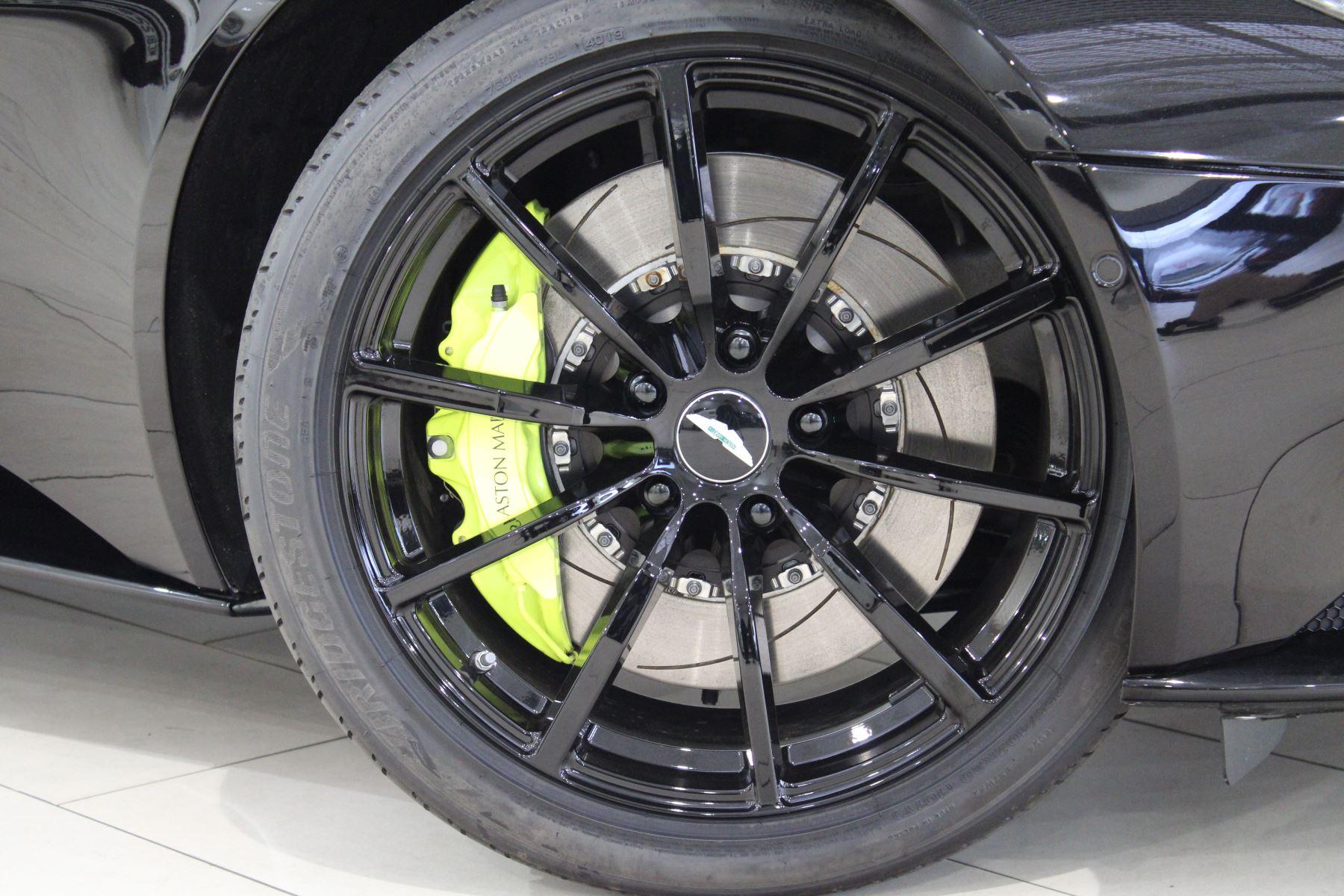 Aston Martin DB11 V12 AMR Touchtronic image 22