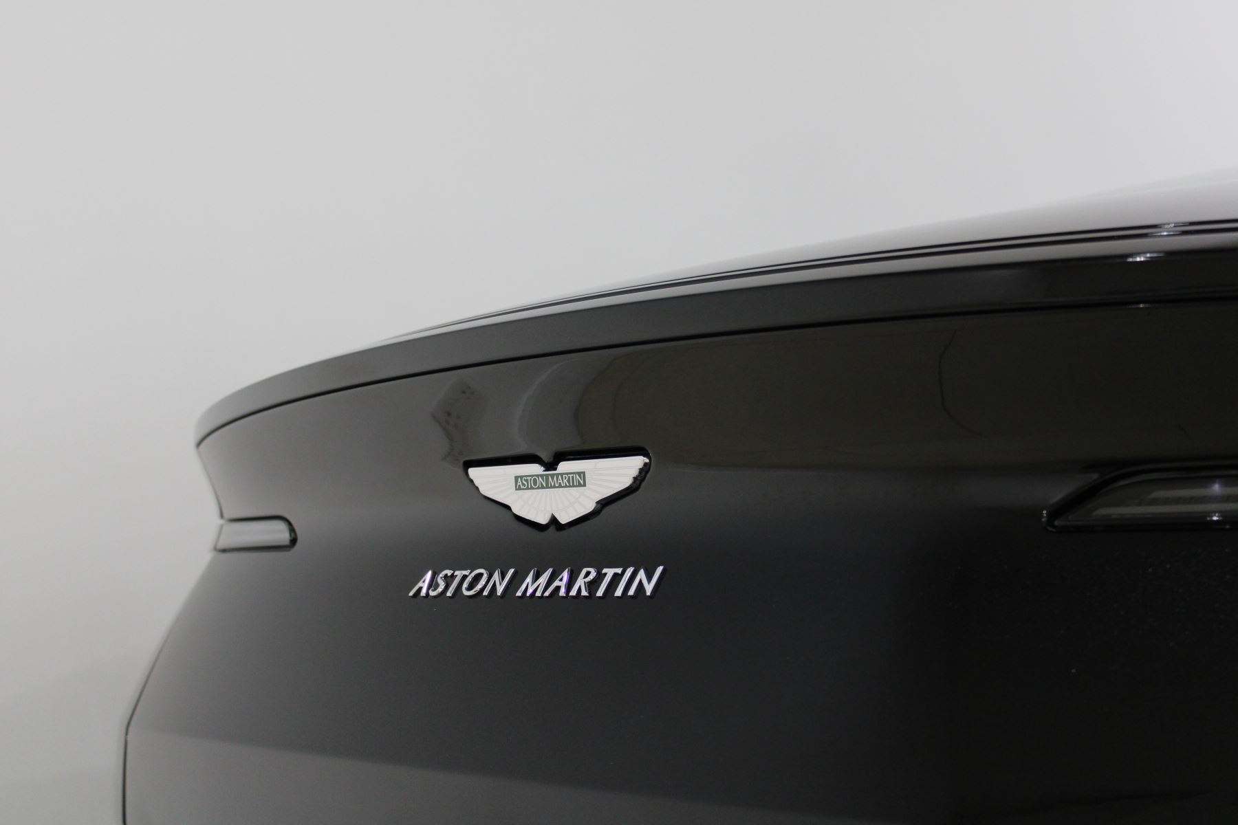 Aston Martin DB11 AMR Touchtronic image 23