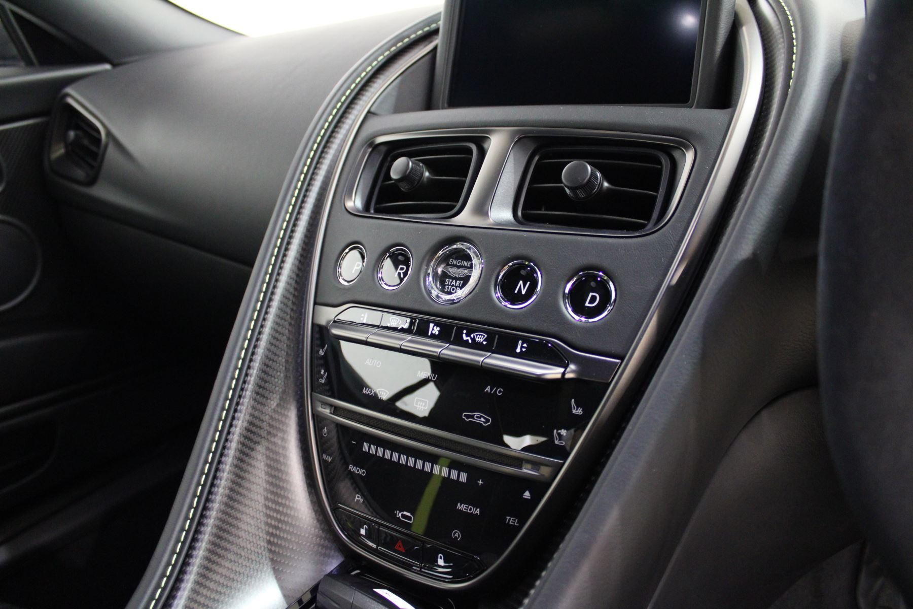 Aston Martin DB11 AMR Touchtronic image 10