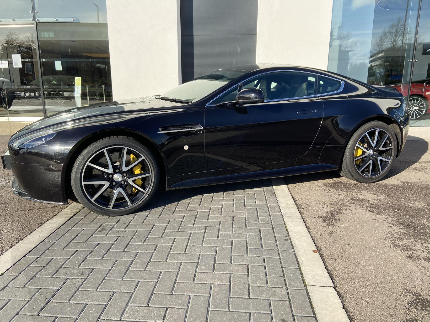 Aston Martin V8 Vantage S Coupe S 2dr Sportshift 4 7 Automatic 3 Door Coupe 2015 Available From Bentley Tunbridge Wells