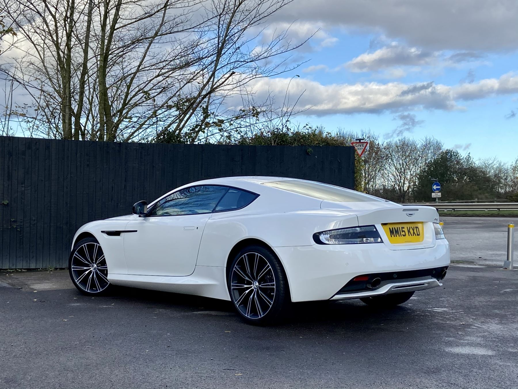 Aston Martin DB9 Carbon Edition V12 2dr Touchtronic image 5