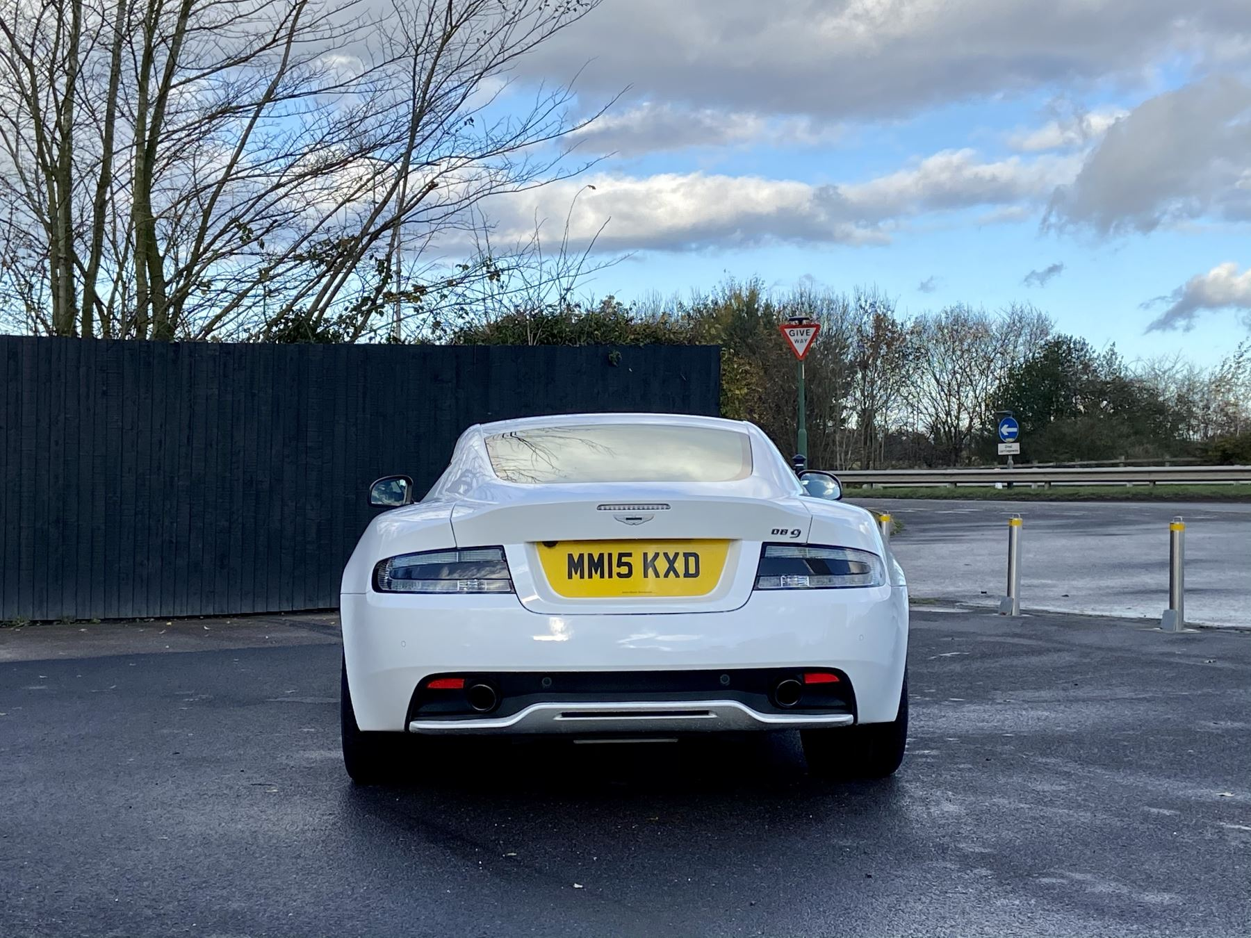 Aston Martin DB9 Carbon Edition V12 2dr Touchtronic image 6