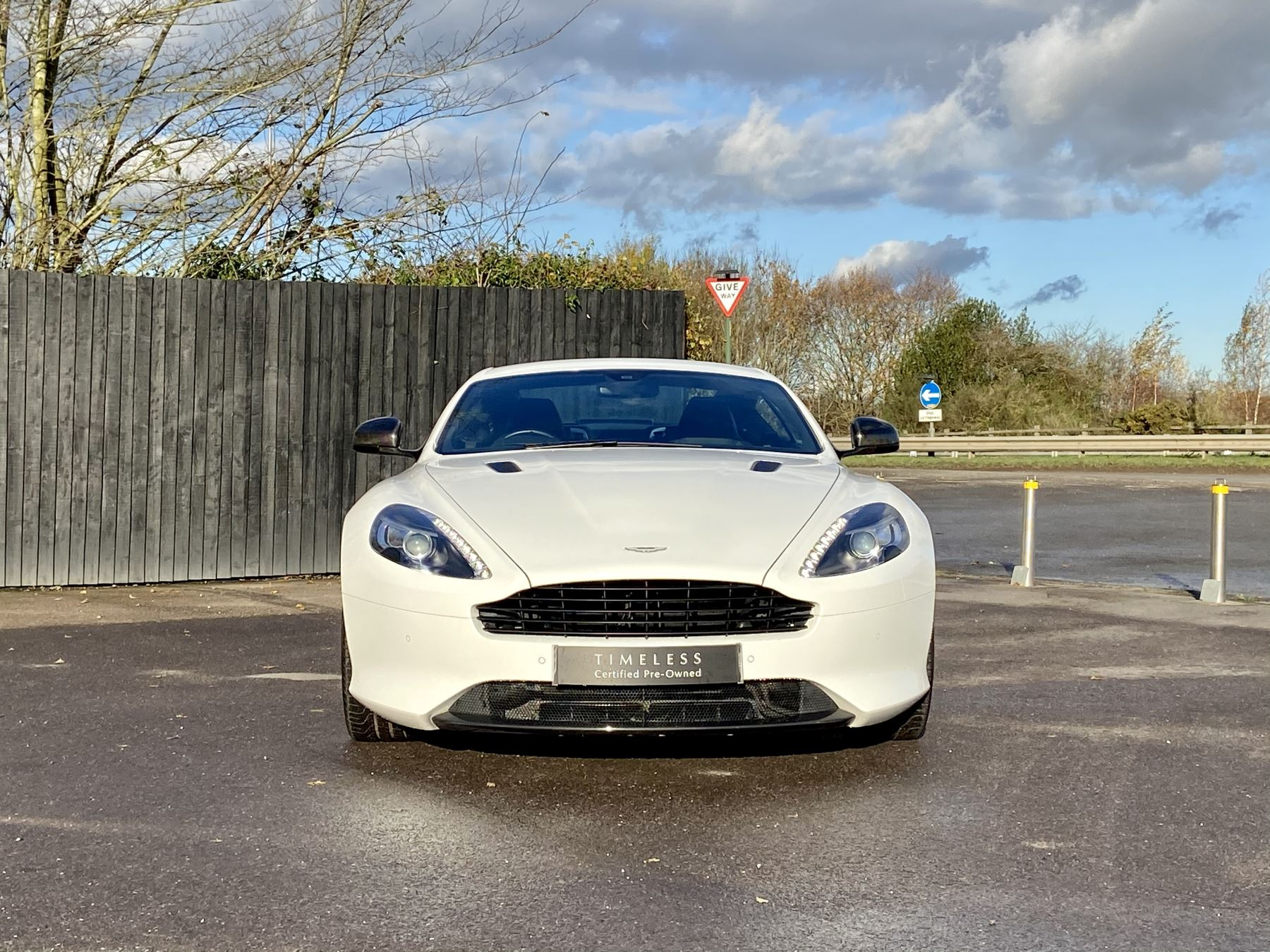Aston Martin DB9 Carbon Edition V12 2dr Touchtronic image 2