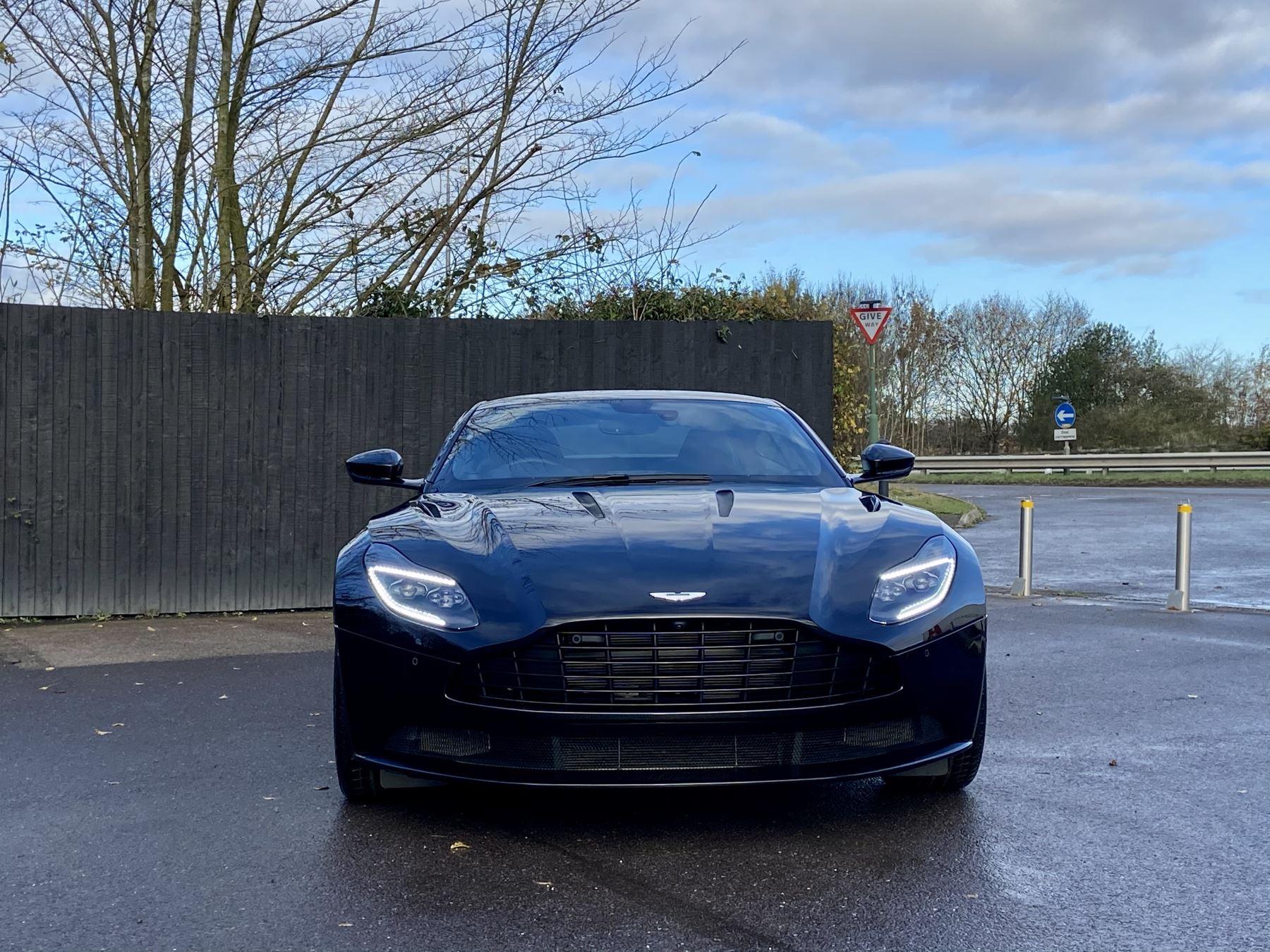 Aston Martin DB11 V12 AMR Touchtronic image 2
