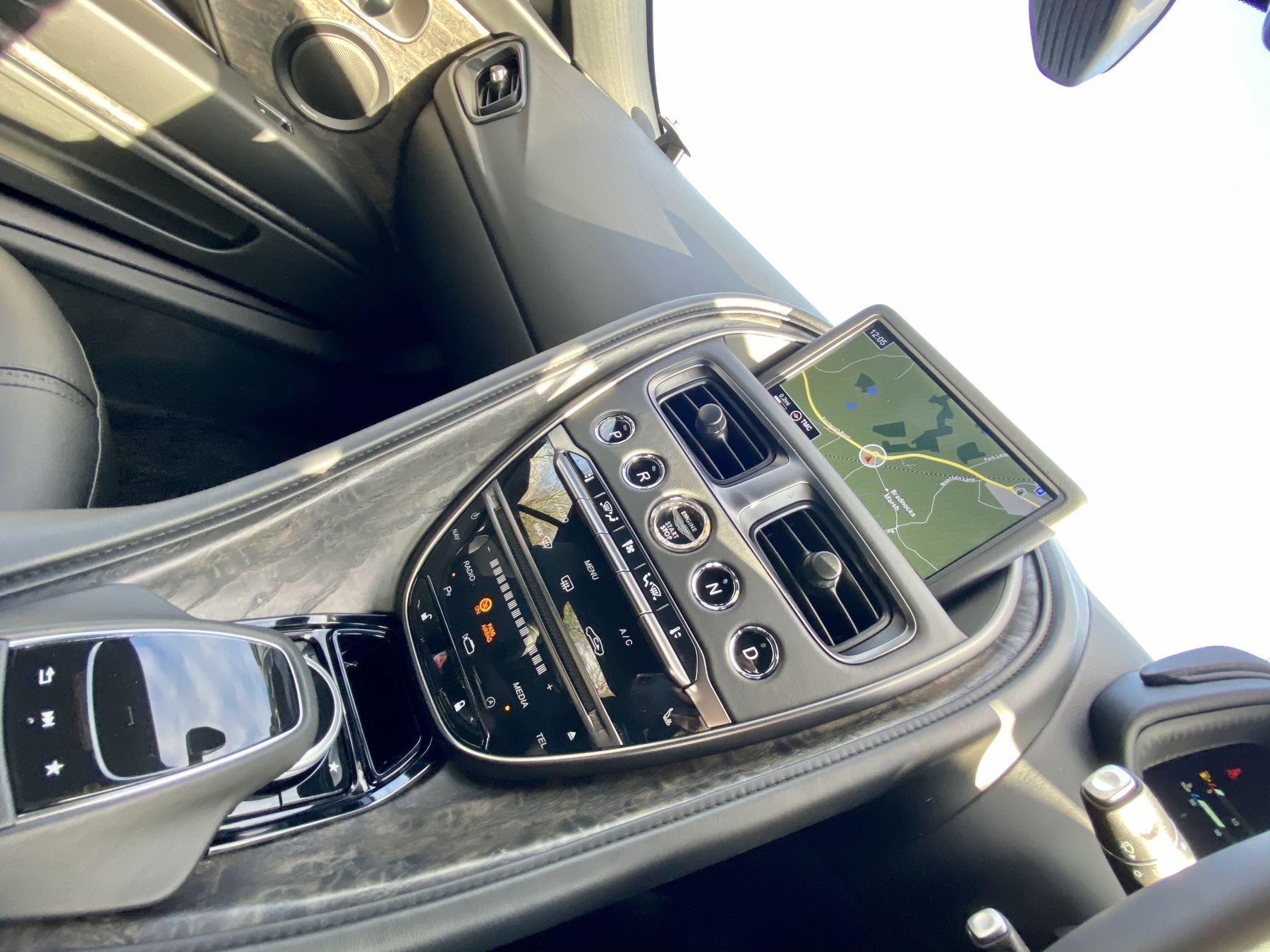 Aston Martin DB11 V12 AMR Touchtronic image 15