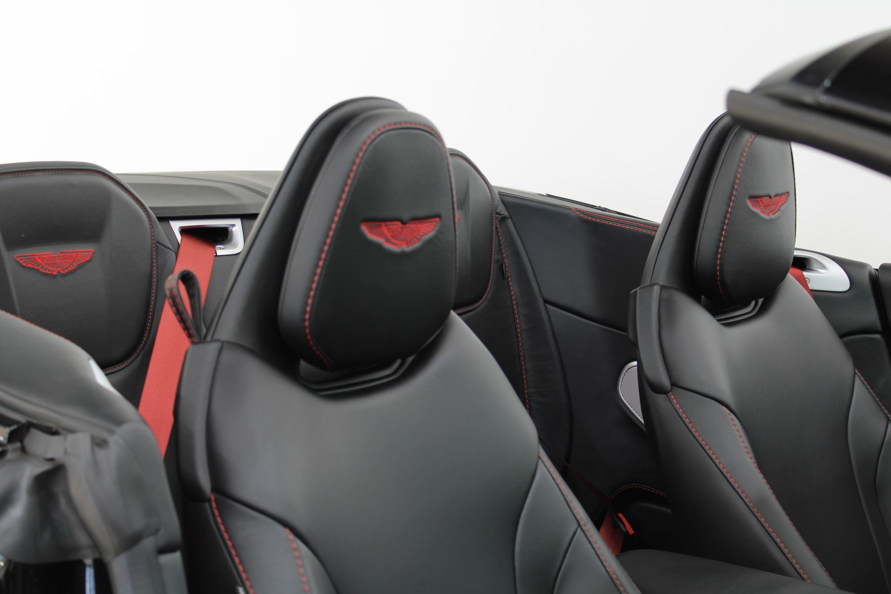 Aston Martin DB11 Volante V8 2dr Touchtronic image 16