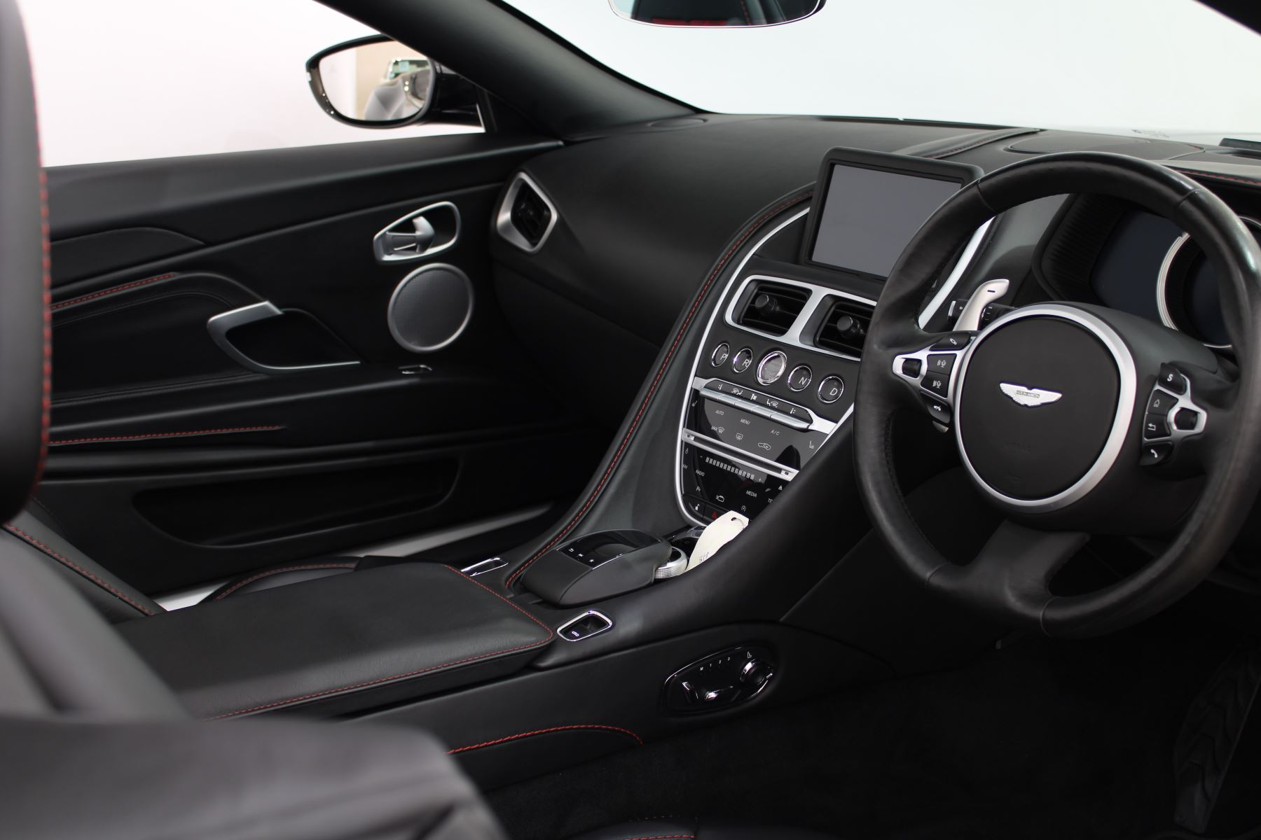 Aston Martin DB11 Volante V8 2dr Touchtronic image 18