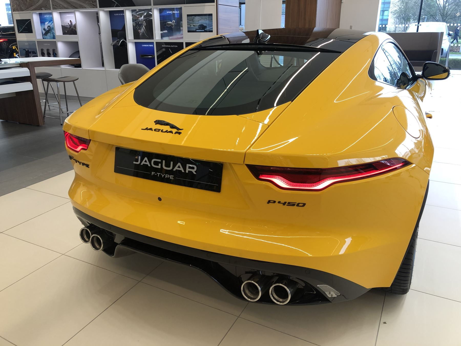 Jaguar F-TYPE 5.0 P450 Supercharged V8 R-Dynamic image 6