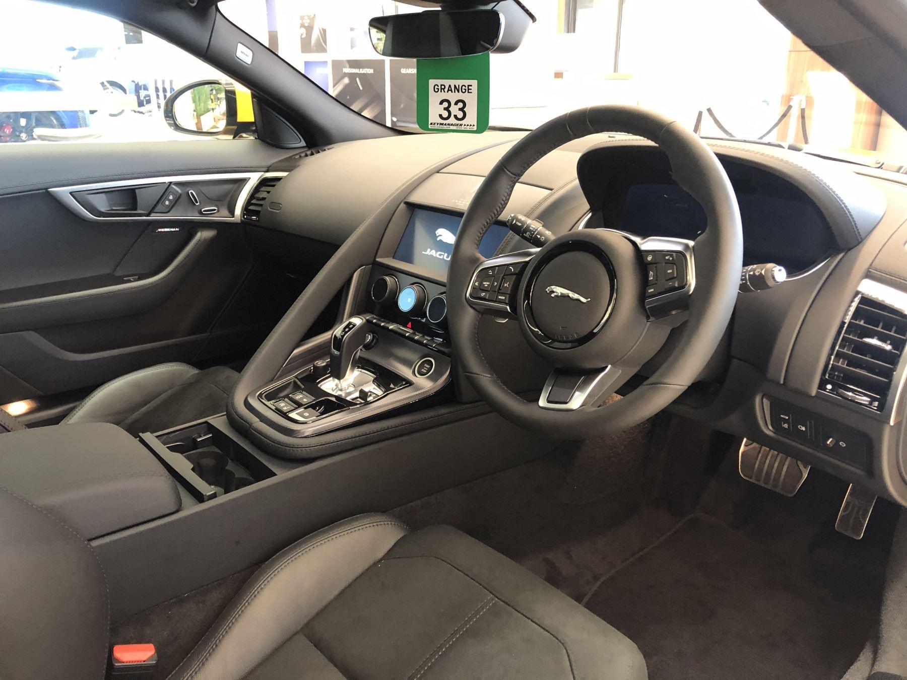Jaguar F-TYPE 5.0 P450 Supercharged V8 R-Dynamic image 7