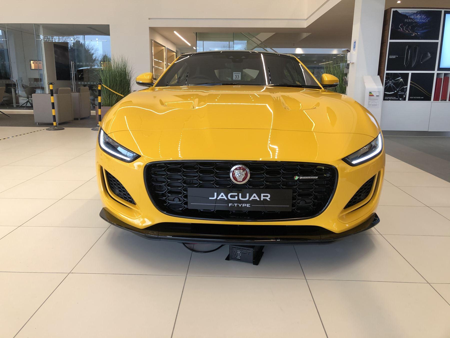 Jaguar F-TYPE 5.0 P450 Supercharged V8 R-Dynamic image 9
