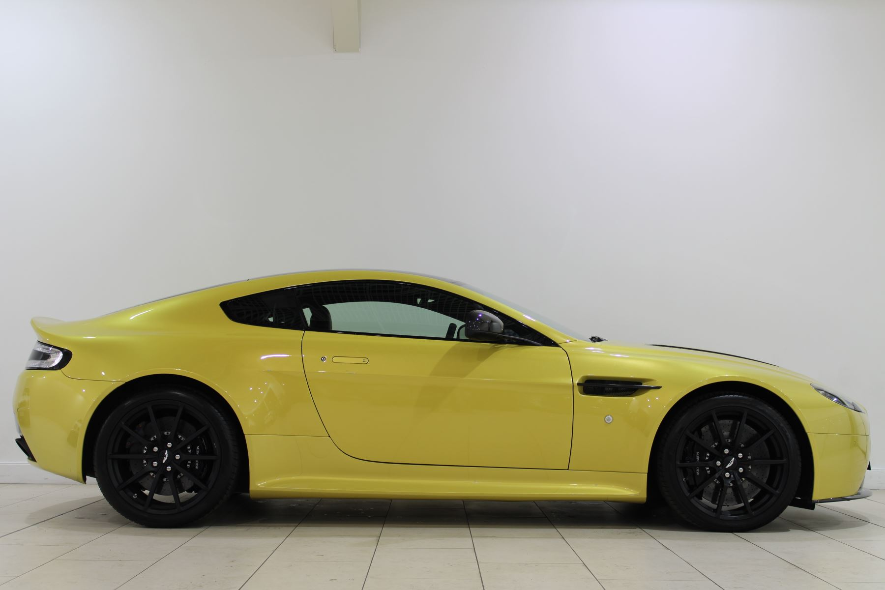 Aston Martin V12 Vantage S Coupe S 2dr Sportshift III image 5