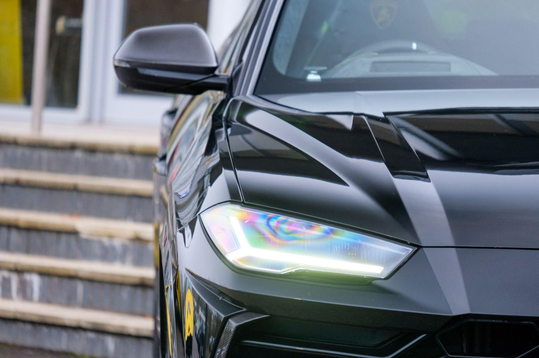 Lamborghini Urus 4.0T FSI V8 5dr Auto - Akrapovic exhaust & Exterior Carbon image 11