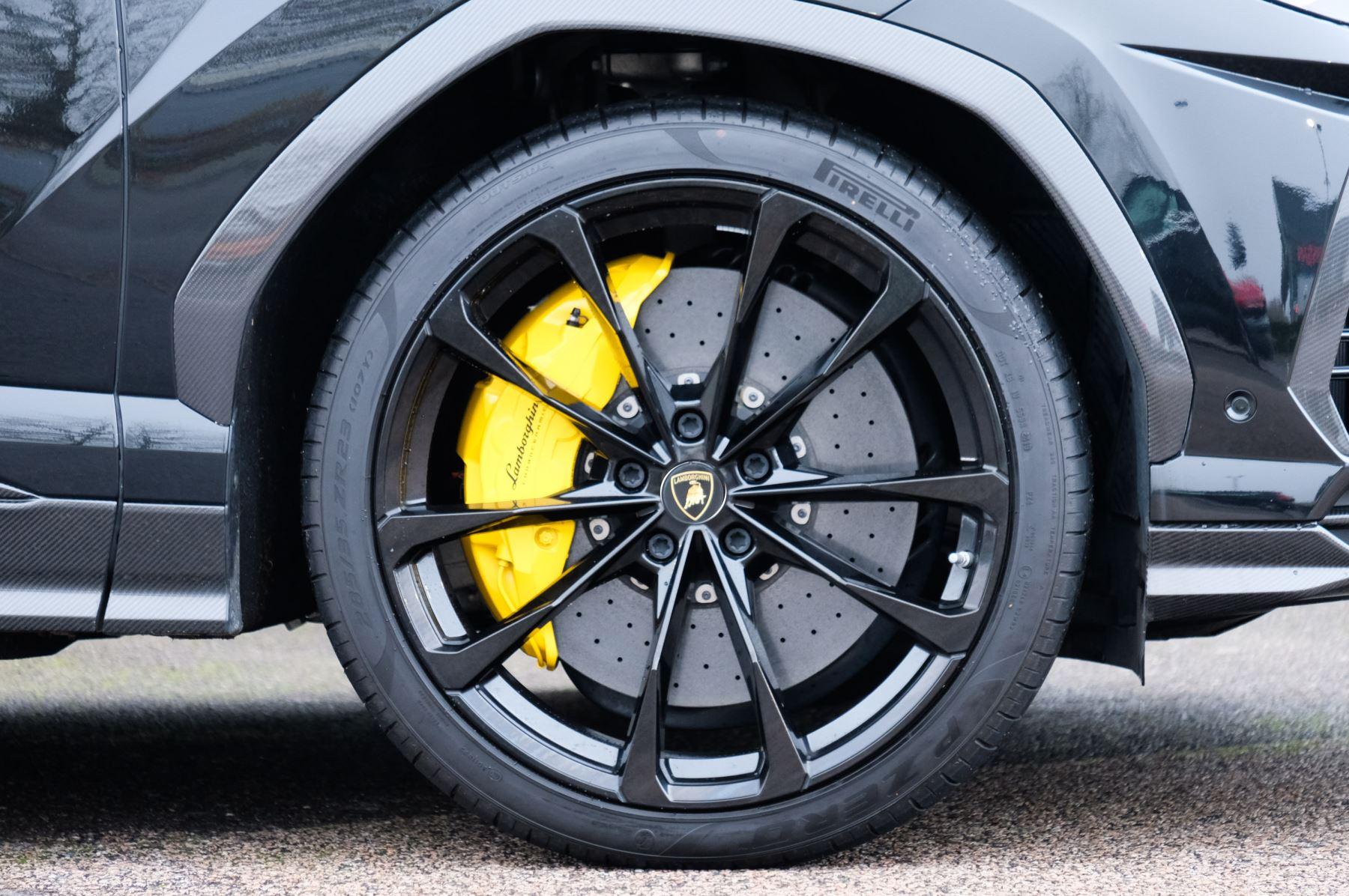 Lamborghini Urus 4.0T FSI V8 5dr Auto - Akrapovic exhaust & Exterior Carbon image 9