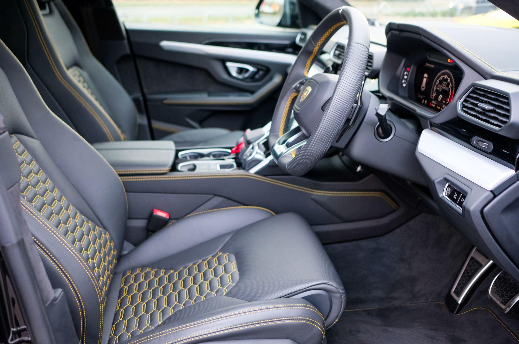 Lamborghini Urus 4.0T FSI V8 5dr Auto - Akrapovic exhaust & Exterior Carbon image 14