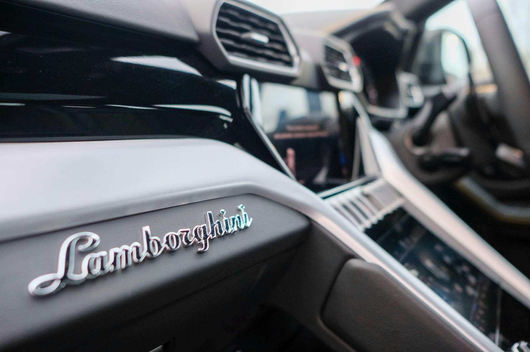 Lamborghini Urus 4.0T FSI V8 5dr Auto - Akrapovic exhaust & Exterior Carbon image 18
