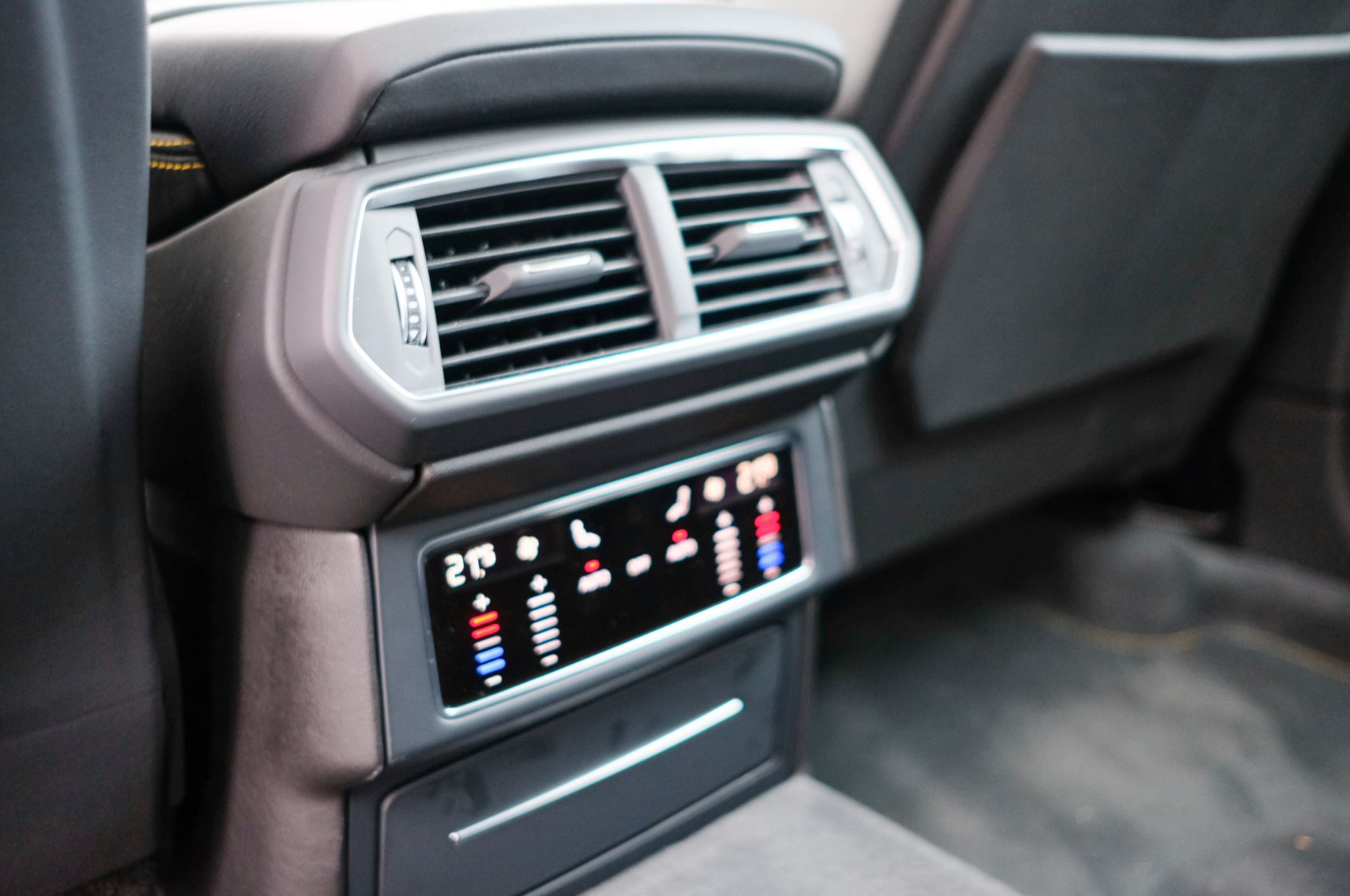 Lamborghini Urus 4.0T FSI V8 5dr Auto - Akrapovic exhaust & Exterior Carbon image 19