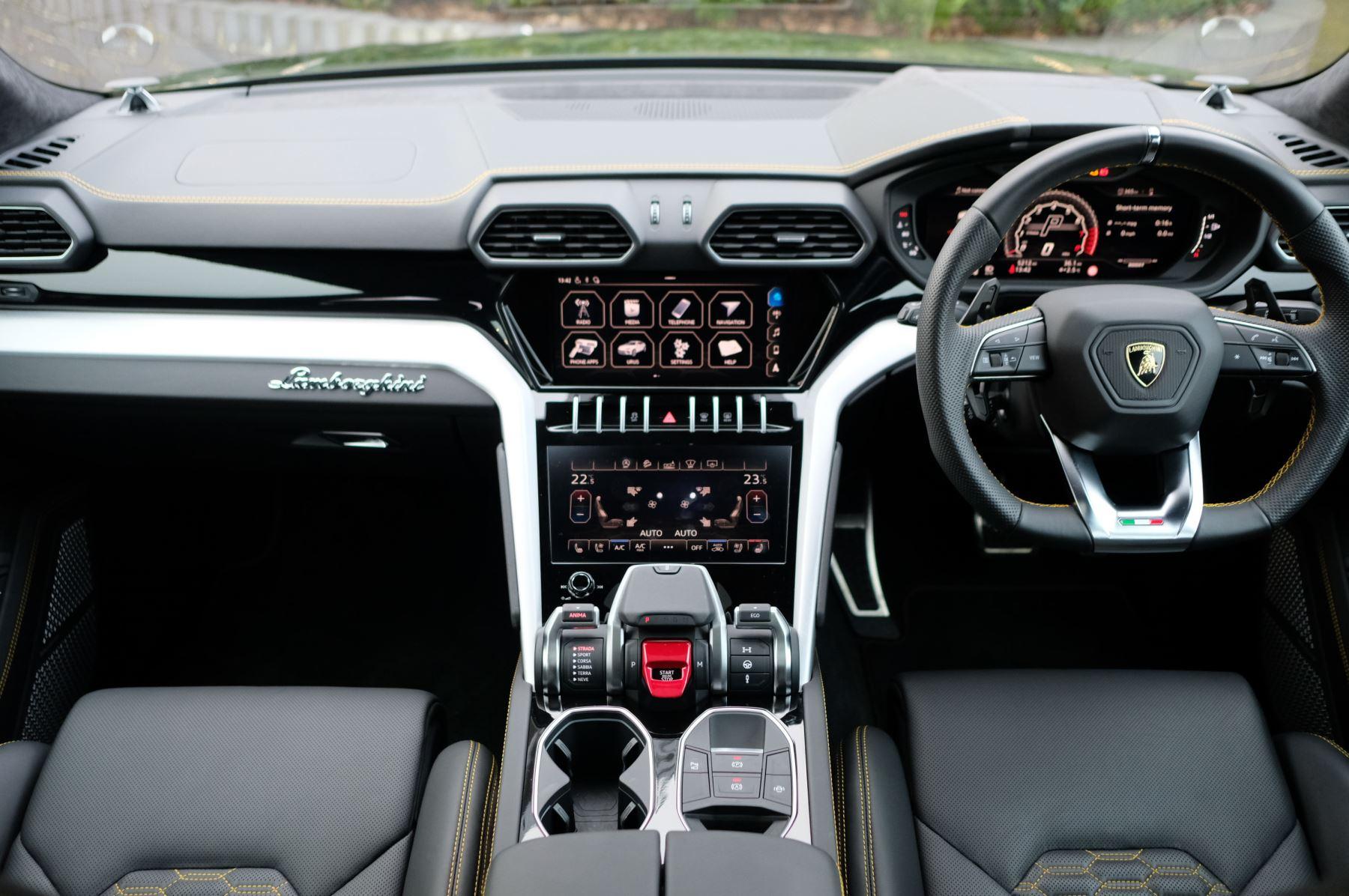 Lamborghini Urus 4.0T FSI V8 5dr Auto - Akrapovic exhaust & Exterior Carbon image 7