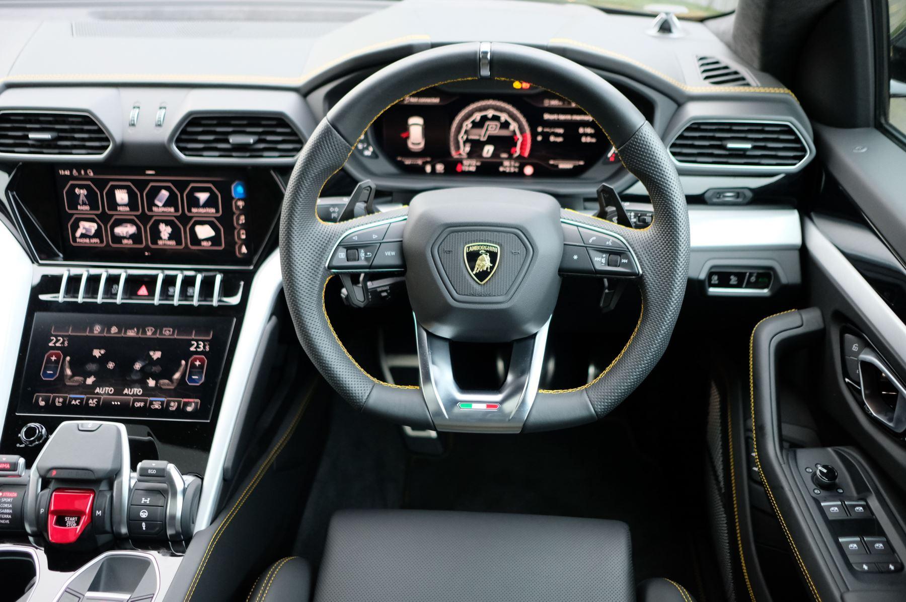 Lamborghini Urus 4.0T FSI V8 5dr Auto - Akrapovic exhaust & Exterior Carbon image 20