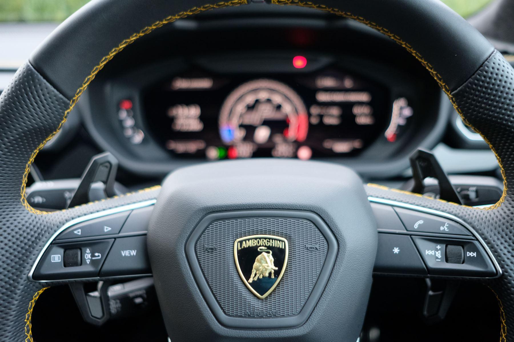 Lamborghini Urus 4.0T FSI V8 5dr Auto - Akrapovic exhaust & Exterior Carbon image 25