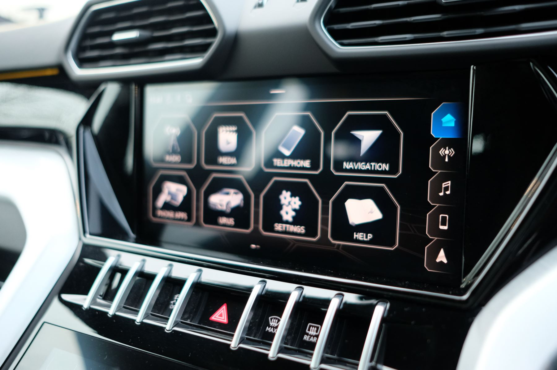 Lamborghini Urus 4.0T FSI V8 5dr Auto - Akrapovic exhaust & Exterior Carbon image 27