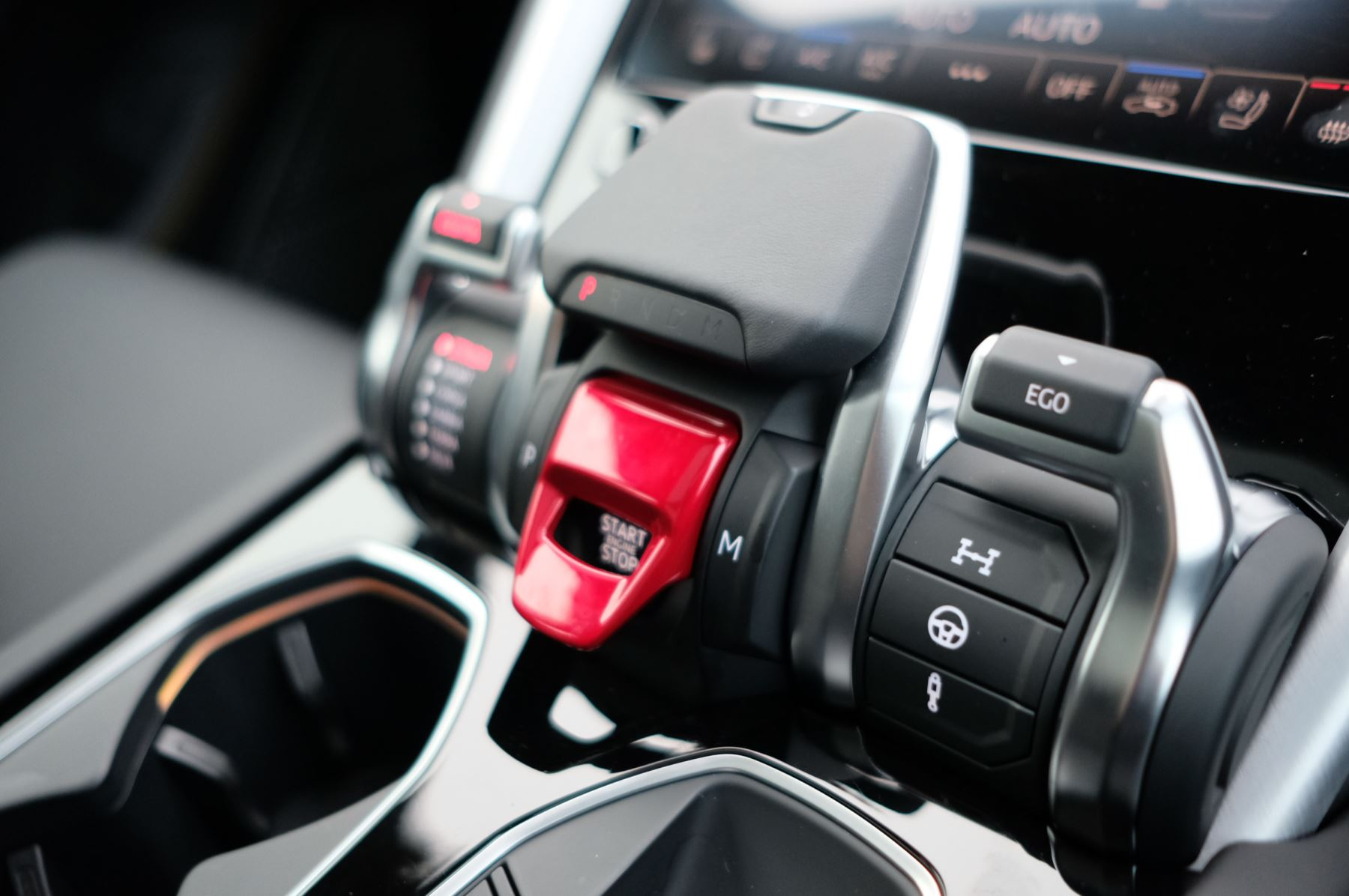 Lamborghini Urus 4.0T FSI V8 5dr Auto - Akrapovic exhaust & Exterior Carbon image 29