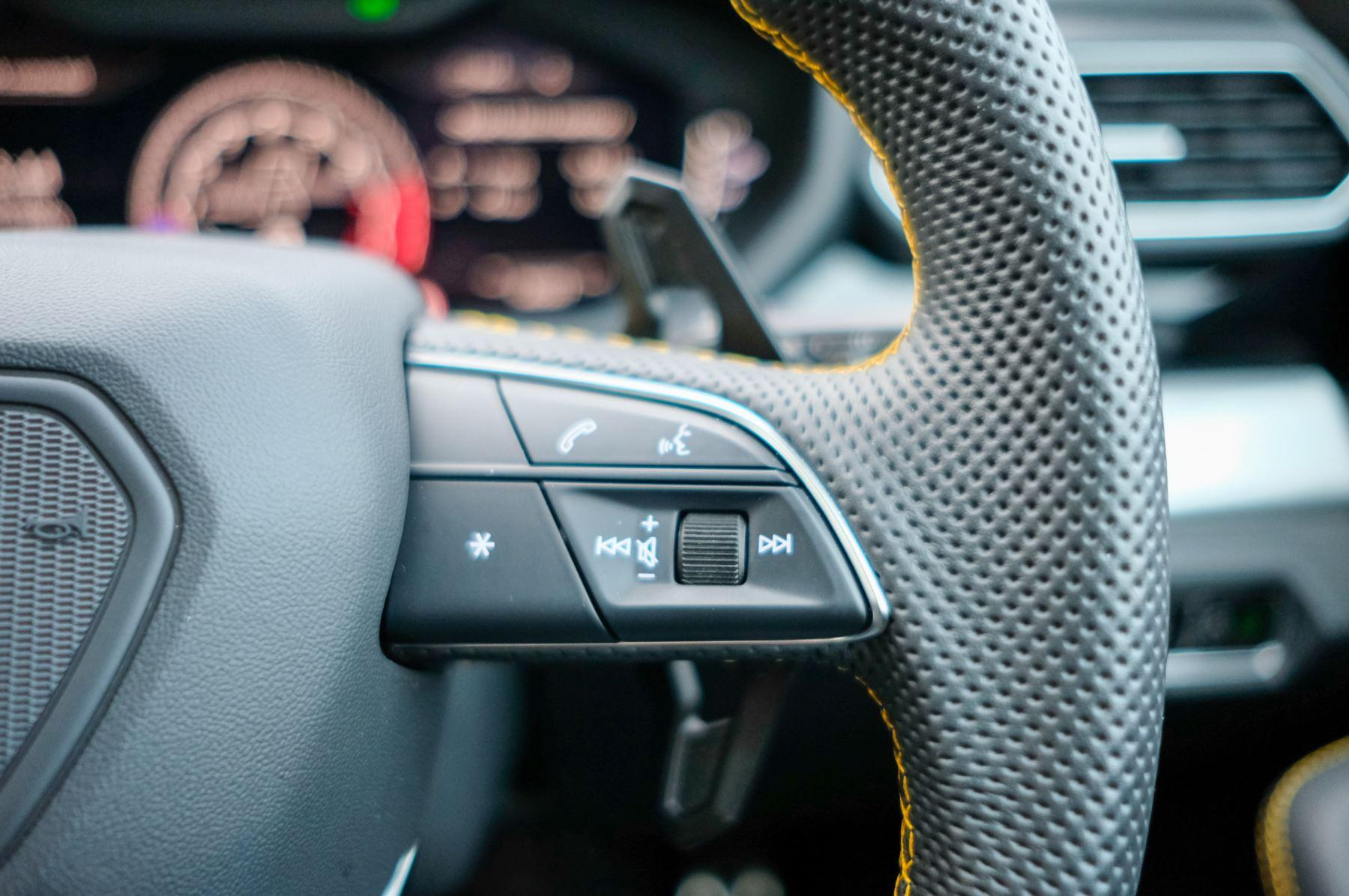 Lamborghini Urus 4.0T FSI V8 5dr Auto - Akrapovic exhaust & Exterior Carbon image 35