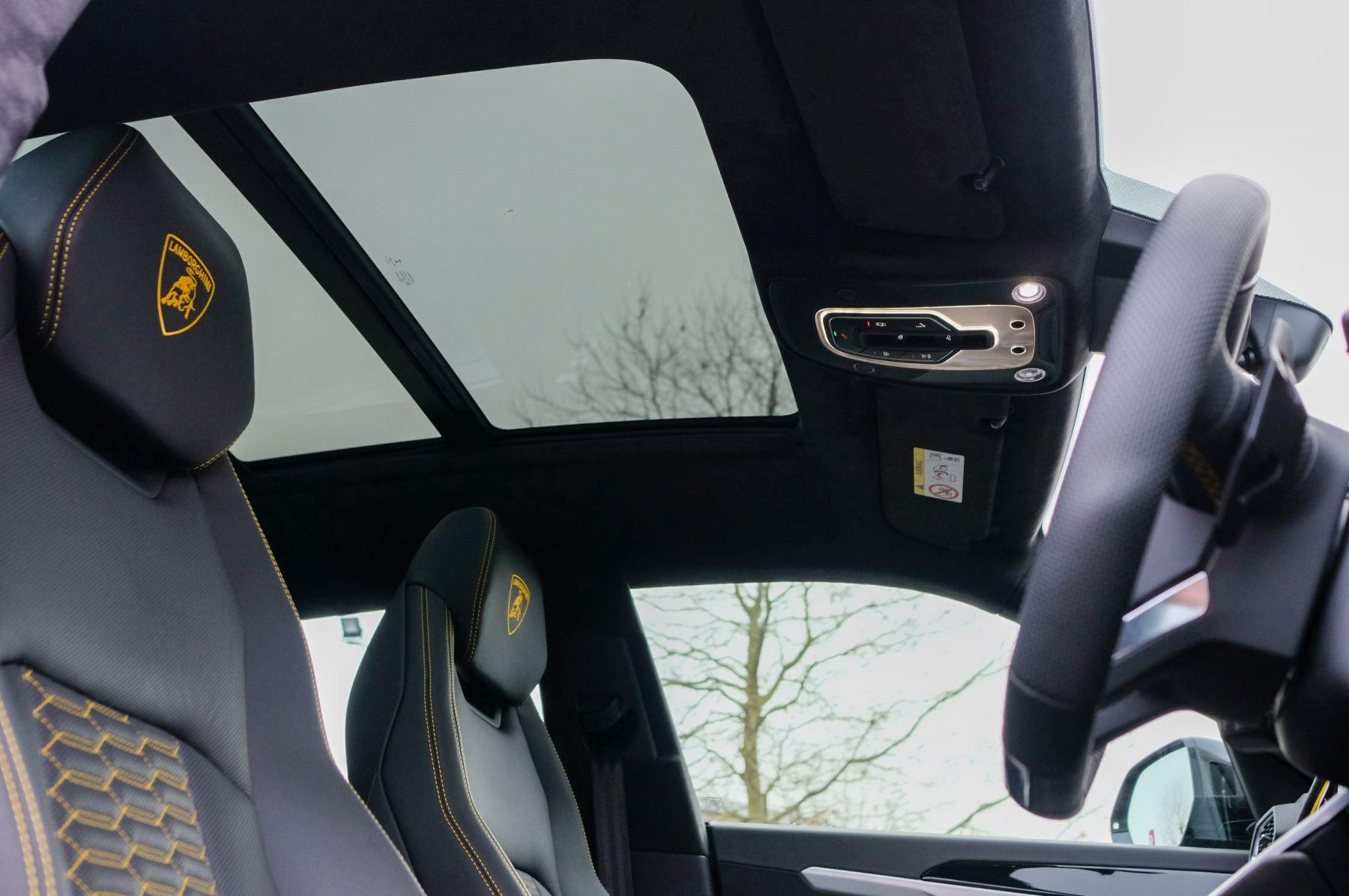 Lamborghini Urus 4.0T FSI V8 5dr Auto - Akrapovic exhaust & Exterior Carbon image 46