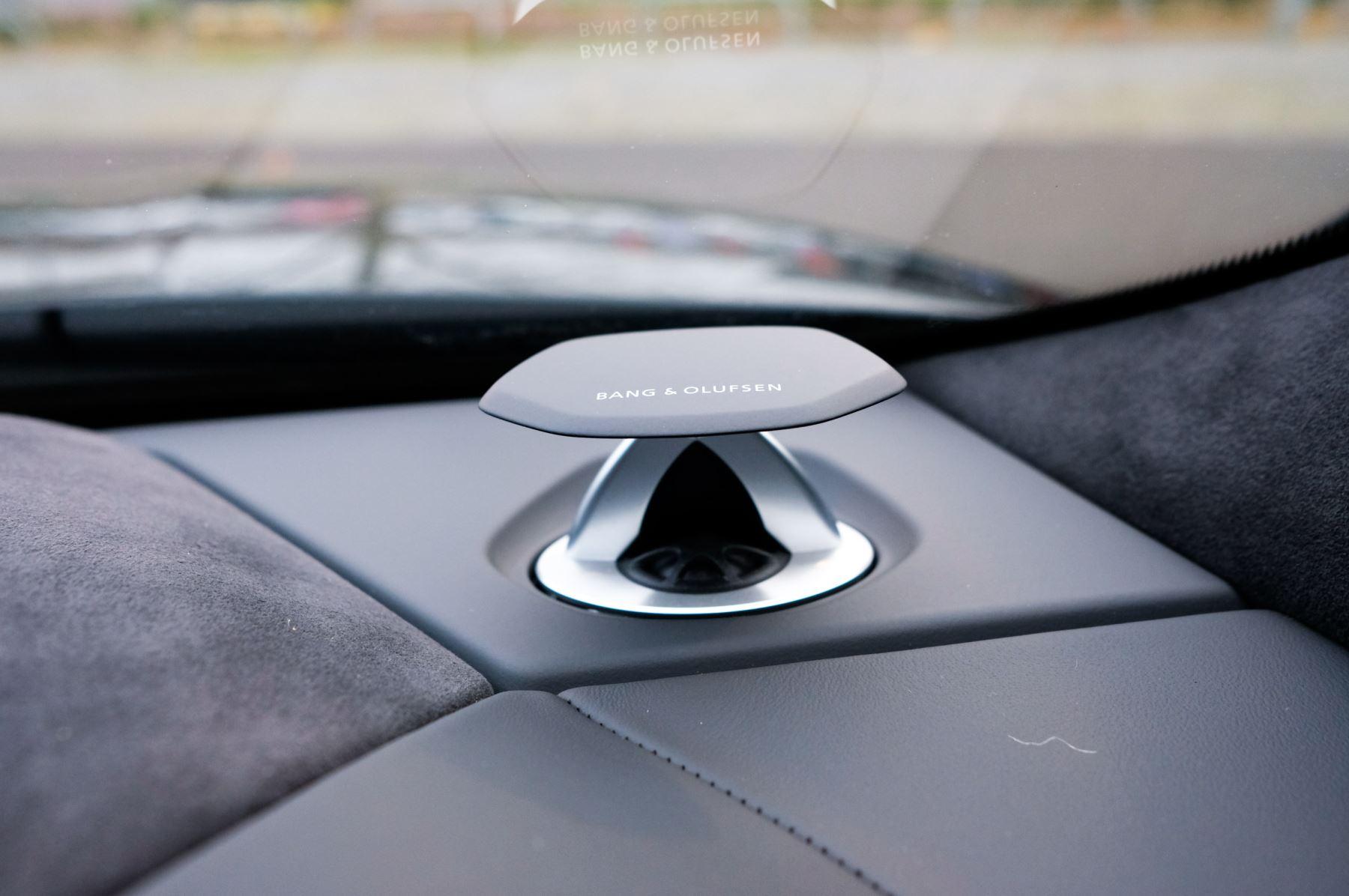 Lamborghini Urus 4.0T FSI V8 5dr Auto - Akrapovic exhaust & Exterior Carbon image 45