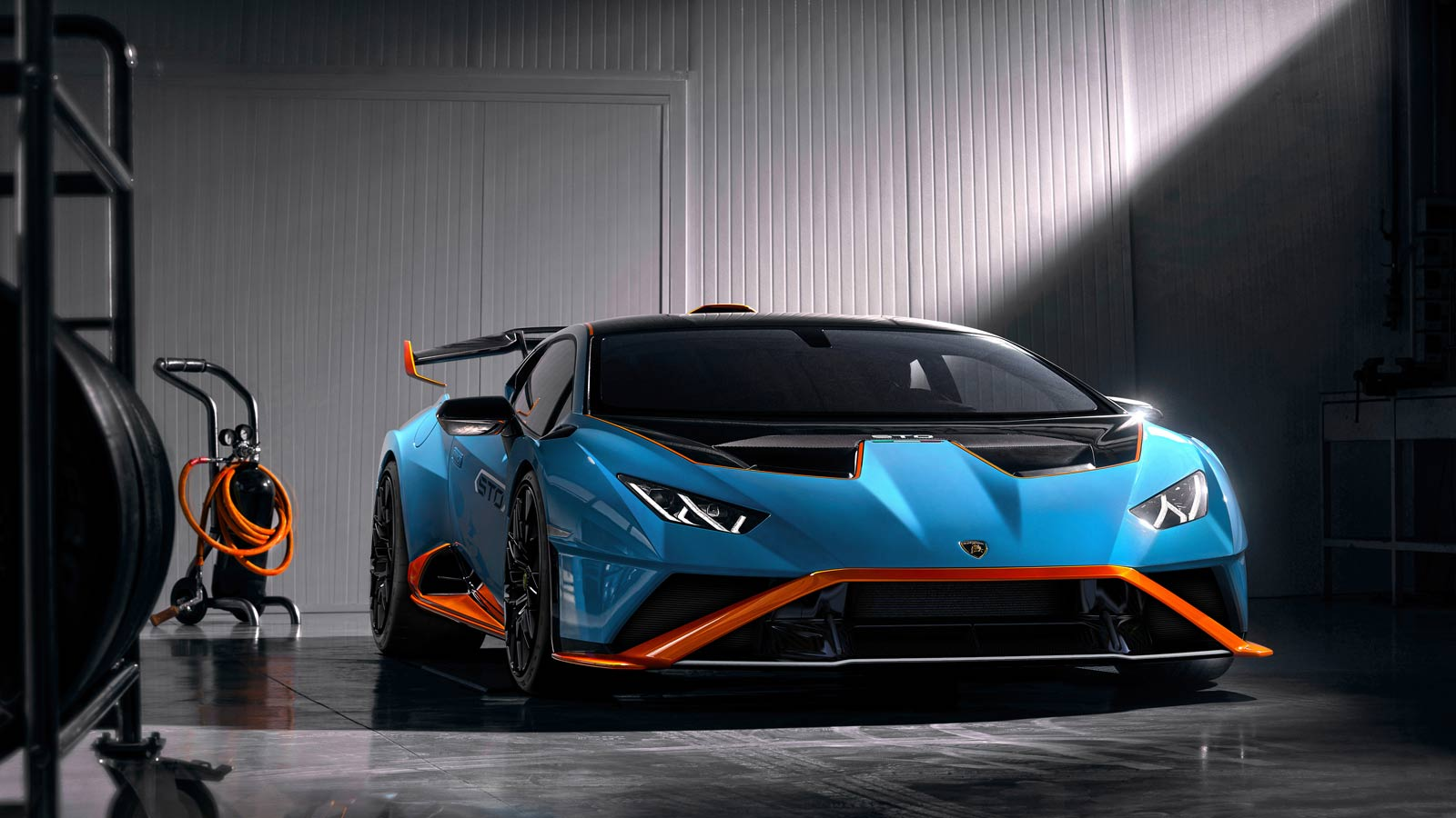 Lamborghini Huracan STO - From racetrack to road