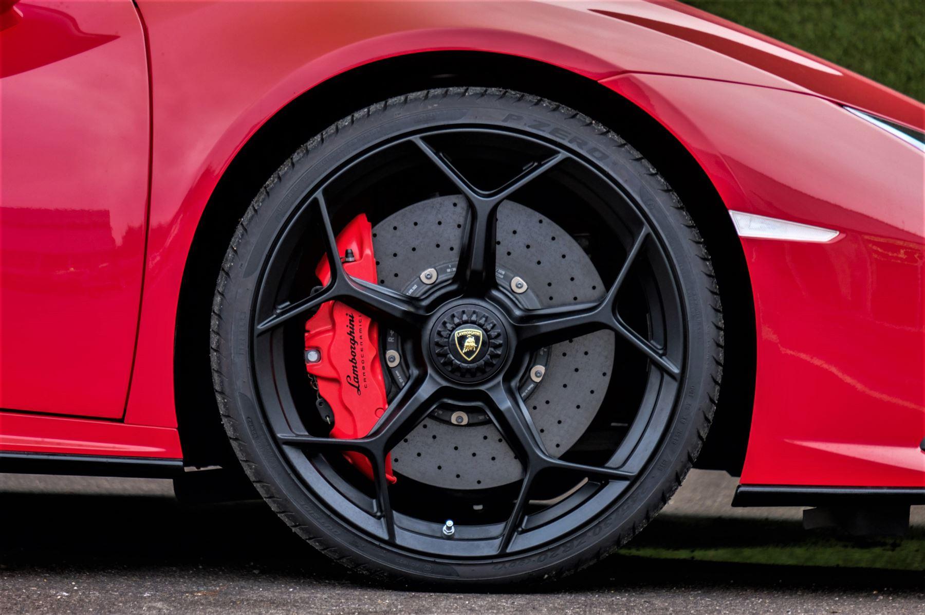 Lamborghini Huracan 5.2 V10 640 2dr Auto AWD image 9