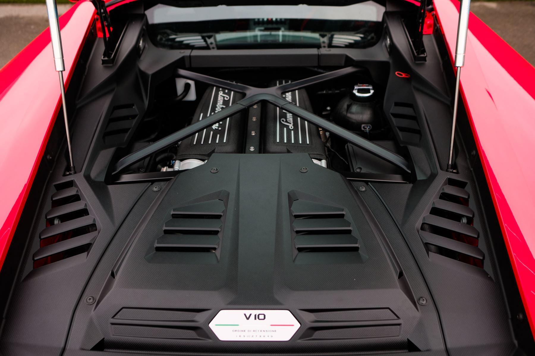 Lamborghini Huracan 5.2 V10 640 2dr Auto AWD image 8