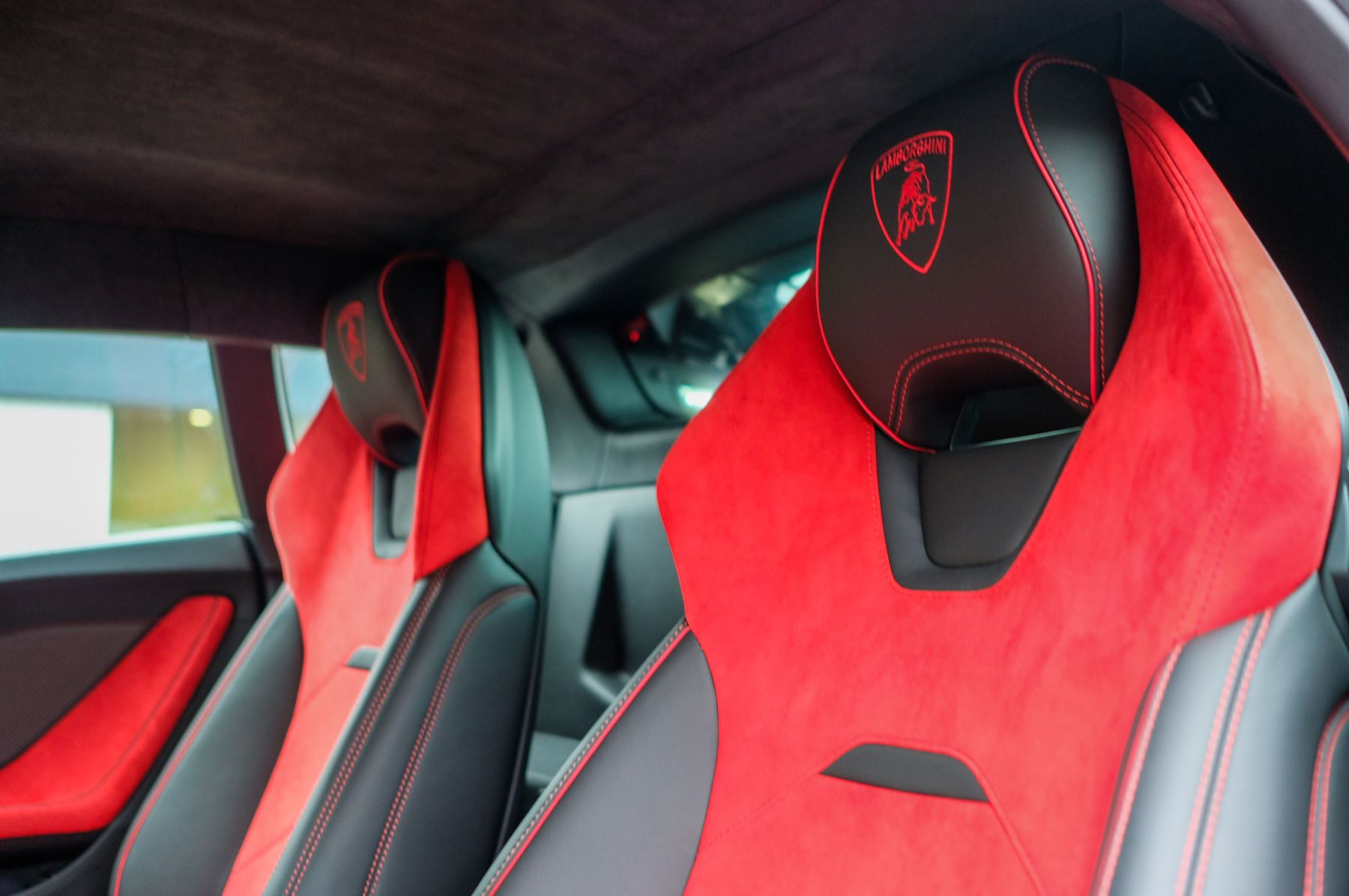 Lamborghini Huracan 5.2 V10 640 2dr Auto AWD image 12