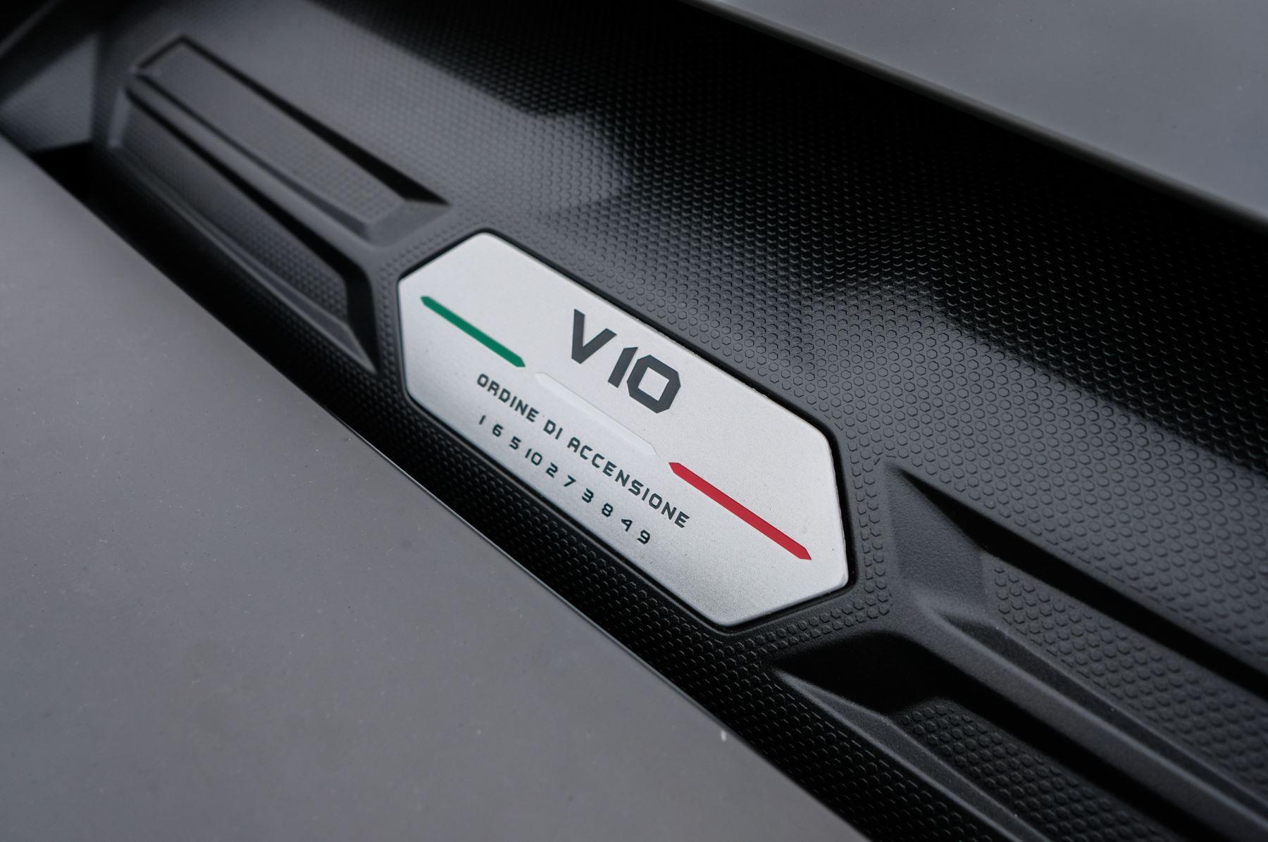Lamborghini Huracan 5.2 V10 640 2dr Auto AWD image 13