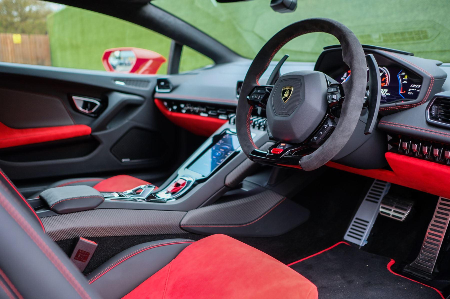 Lamborghini Huracan 5.2 V10 640 2dr Auto AWD image 14